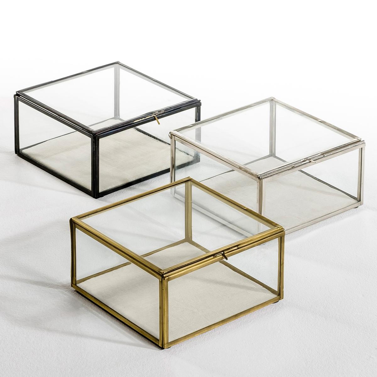 Коробка-витрина Misia, маленькая модельКоробка-витрина, Misia. Этот уникальный предмет декора позволит спрятать и, вместе с тем, выставить на всеобщее обозрение самые важные вещи и украшения. Изготовлена и собрана вручную. Уникальный аксессуар, который сделает декор комнаты неповторимым.Характеристики: Из стекла и металла Размеры :Д. 20 x В. 10,5 x Г. 20 см.<br><br>Цвет: металл<br>Размер: единый размер