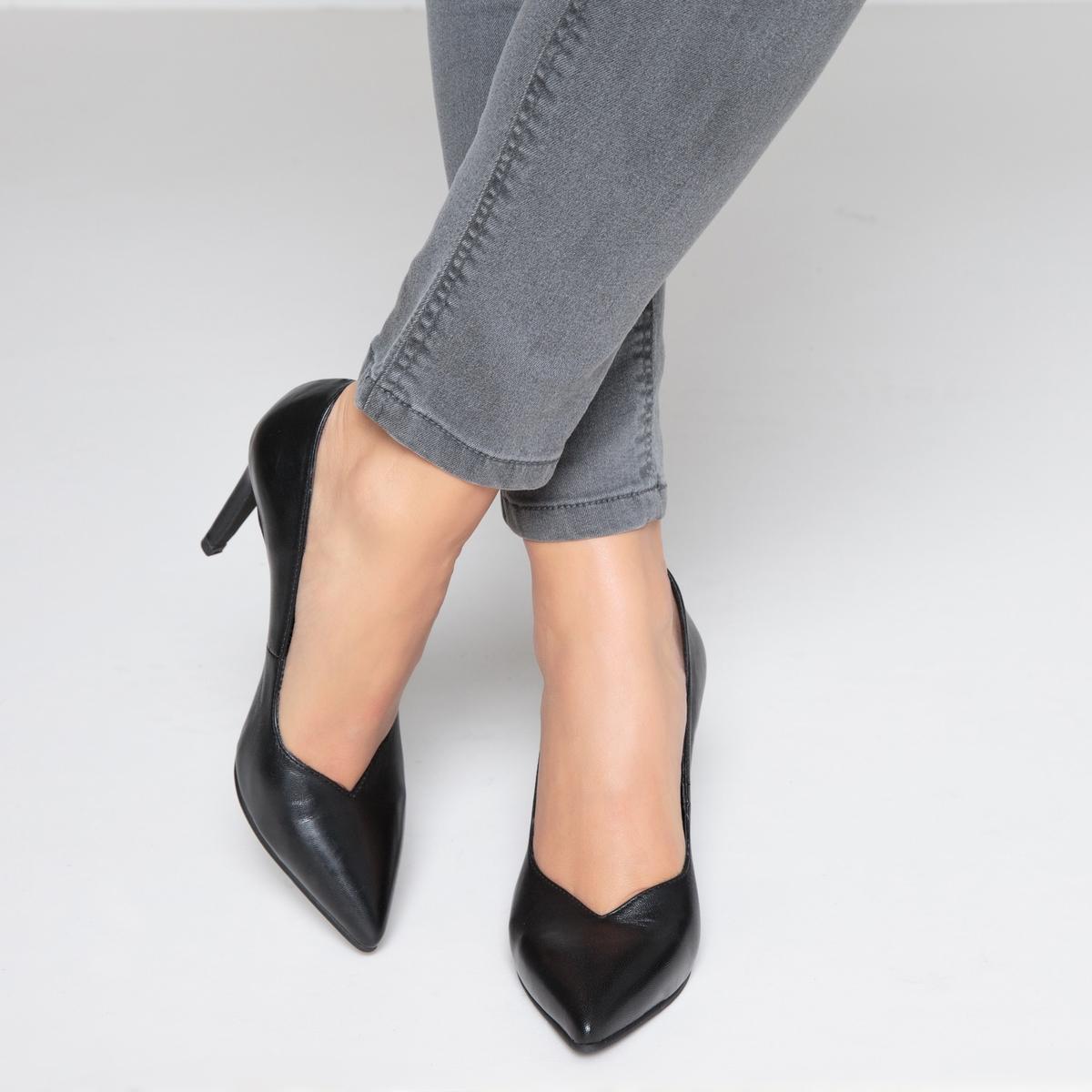 Туфли кожаные с заостренным мыском