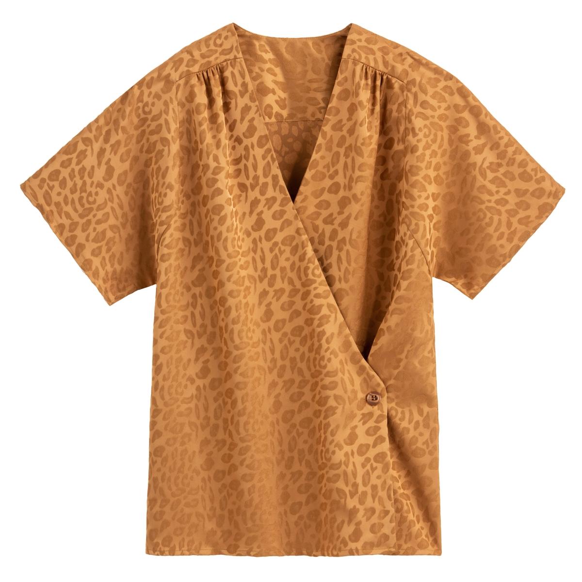 Blusa con cuello de pico y manga corta