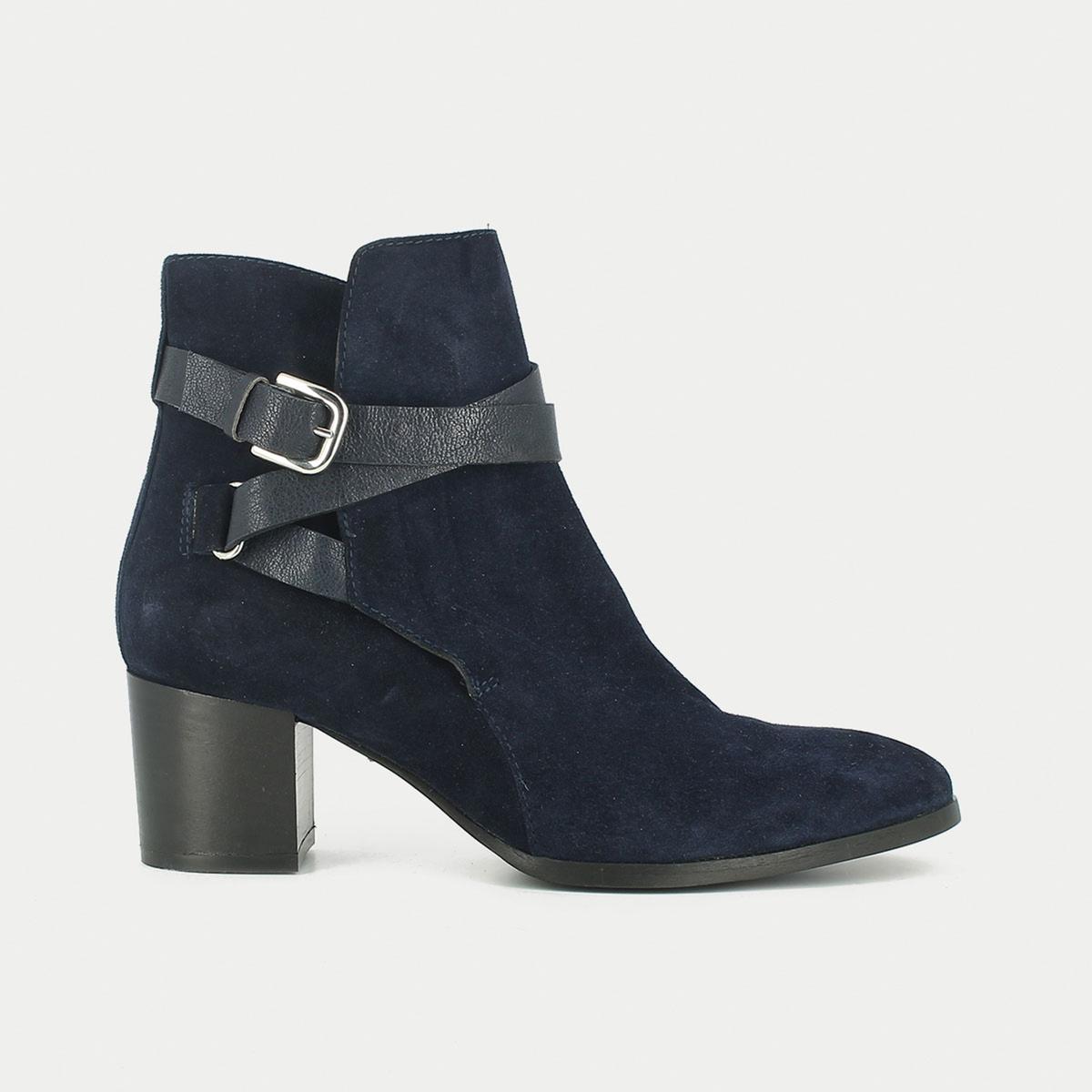 Ботильоны кожаные на каблуке MaddieМатериал внешний/внутрений : Кожа         Подкладка : Кожа   Стелька: Кожа   Подошва: эластомер    Высота каблука: 13 смВысота каблука: 8 смФорма каблука : ШирокийНосок : ЗакругленныйЗастежка: Застежка на молнию<br><br>Цвет: темно-синий<br>Размер: 38