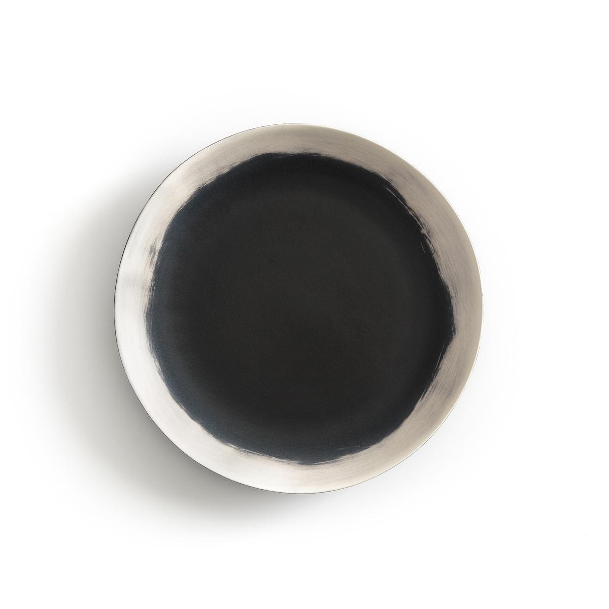 Тарелка плоская из фаянса, Asakan By V.Barkowski (x4)4 плоских тарелки Asakan. Творение Валери Барковски эксклюзивно для AM .PM коллекция предметов для стола, созданная под вдохновением от ее путешествий в Индию или Марокко, с оригинальными рисунками и формами, из натуральных материалов и текстуры ткани без отделки.Аутентичность и вечность - вот ее ключевые слова, в которые в полной мере вписываются ее творения, находящиеся за пределами модных веяний, соединяющих простоту, оригинальность и ручное производство.Рисунок в виде черного круга с неровными краями выполнен вручную. Чашки и блюда из комплекта продаются на нашем сайте .Характеристики : - Из эмалированного фаянса с матовой отделкой - Выполненный вручную рисунок может слегка отличаться на разных моделях- Можно использовать в посудомоечных машинах и микроволновых печахРазмеры : - ?28 x H2,3 см .<br><br>Цвет: черный/ белый