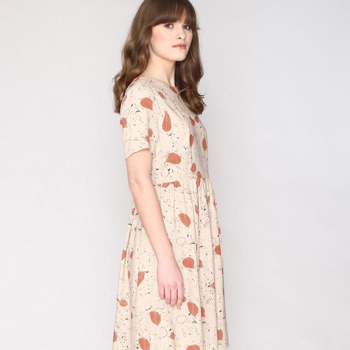 Платье с принтом, расширяющееся на поясеСостав и описаниеМатериал:  55% вискозы, 45% льна Марка: Pepaloves.Застежка: молния сзади..<br><br>Цвет: принт/бежевый<br>Размер: M