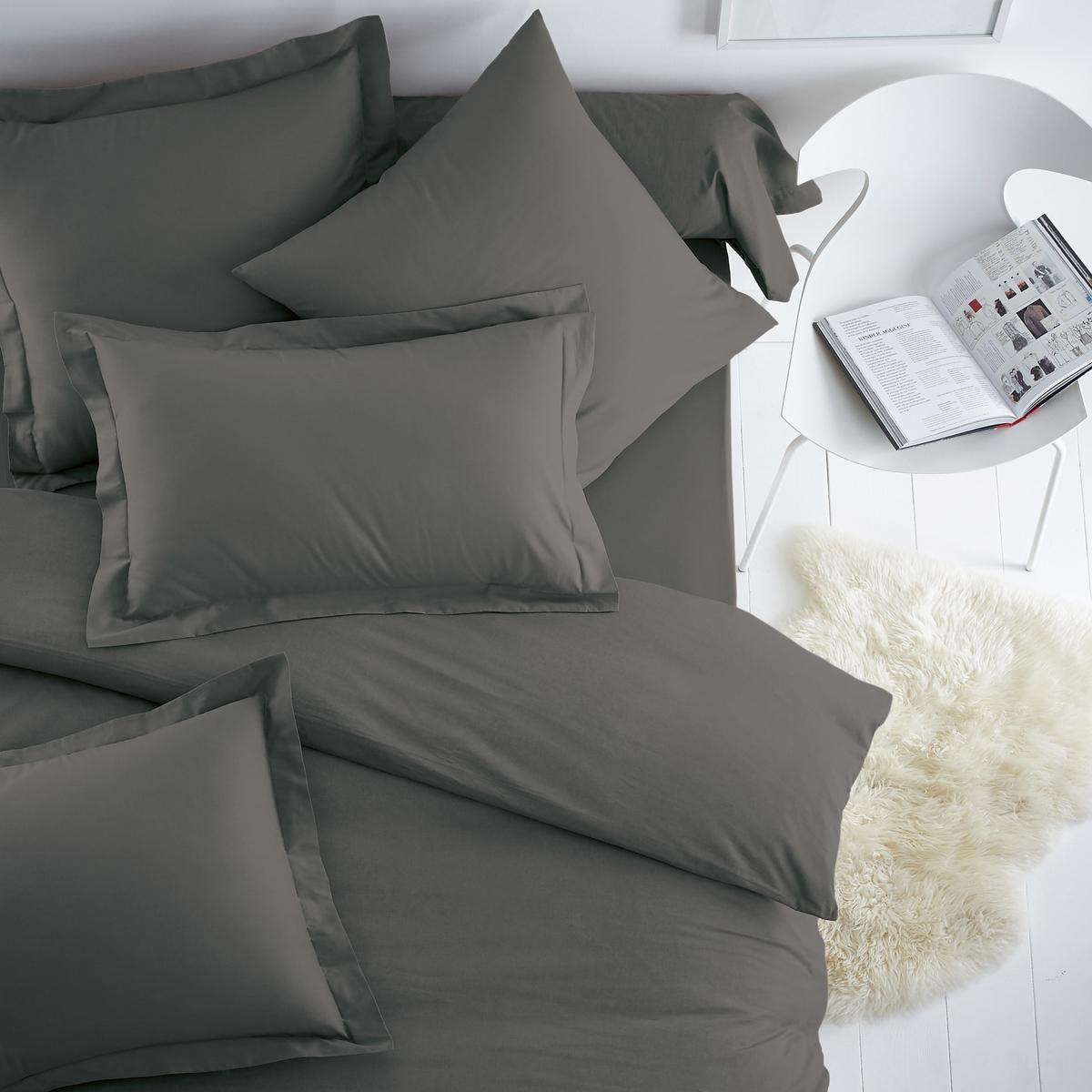 Наволочка из полихлопкаНаволочка из ткани, 50% хлопка, 50% полиэстера, плотное переплетение нитей : Приятный материал, замечательная прочность. Чем больше нитей/см? , тем выше качество материала (57 нитей/см?). Прекрасно сохраняет цвета при стирке (60°). Быстро сохнет, легко гладить.Наволочки (квадратная или прямоугольная) с большим клапаном для фиксации подушки. - 2 версии для квадратных наволочек : 63 x 63 (форма сумки) и 64 x 64 (с плоским клапаном 5 см).Их +   : современная цветовая гамма позволяет легко и просто сочетать простыни и пододеяльники SCENARIO. Производство осуществляется с учетом стандартов по защите окружающей среды и здоровья человека, что подтверждено сертификатом Oeko-tex®.                                             Наволочка :Retrouvez lensemble de la collection Aeri sur laredoute : 63 x 63 см : в форме сумки64 x 64 см : квадратная наволочка с плоским воланом85 x 185   : наволочка на подушку-валик                                                                          Ищите комплект постельного белья SC?NARIO на нашем сайте<br><br>Цвет: антрацит,серо-коричневый каштан<br>Размер: 50 x 70  см.64 x 64  см.50 x 70  см