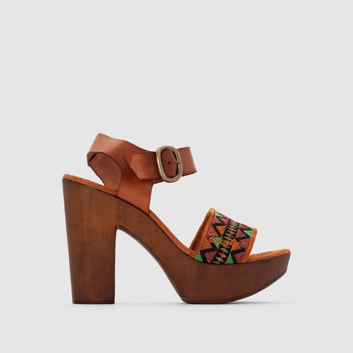 Босоножки на высоком каблуке и подошве-платформеУтонченные и ультра-женственные босоножки Bunker на высоком каблуке и подошве-платформе сделают силуэт ваших ног изящным... !<br><br>Цвет: набивной рисунок<br>Размер: 38.40