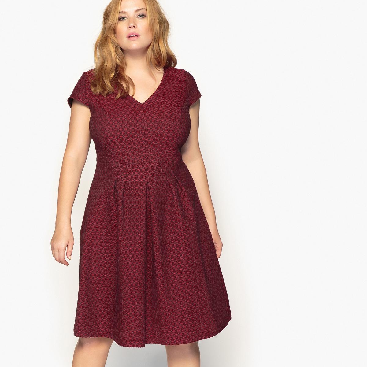 Платье расклешенное средней длины с жаккардовым рисункомОчень женственное платье расклешенного покроя. Всегда элегантное расклешенное платье с жаккардовым рисунком незаменимо в вашем гардеробе.Детали •  Форма : расклешенная •  Длина до колен •  Короткие рукава    •   V-образный вырез •  Жаккардовый рисунокСостав и уход •  38% хлопка, 2% эластана, 60% полиэстера •  Температура стирки при 30° на деликатном режиме   •  Сухая чистка и отбеливание запрещены •  Не использовать барабанную сушку   •  Низкая температура глажки   ВАЖНО: Товар без манжетТовар из коллекции больших размеров •  Длина  : 103,8 см<br><br>Цвет: жаккард/красный<br>Размер: 48 (FR) - 54 (RUS).56 (FR) - 62 (RUS)