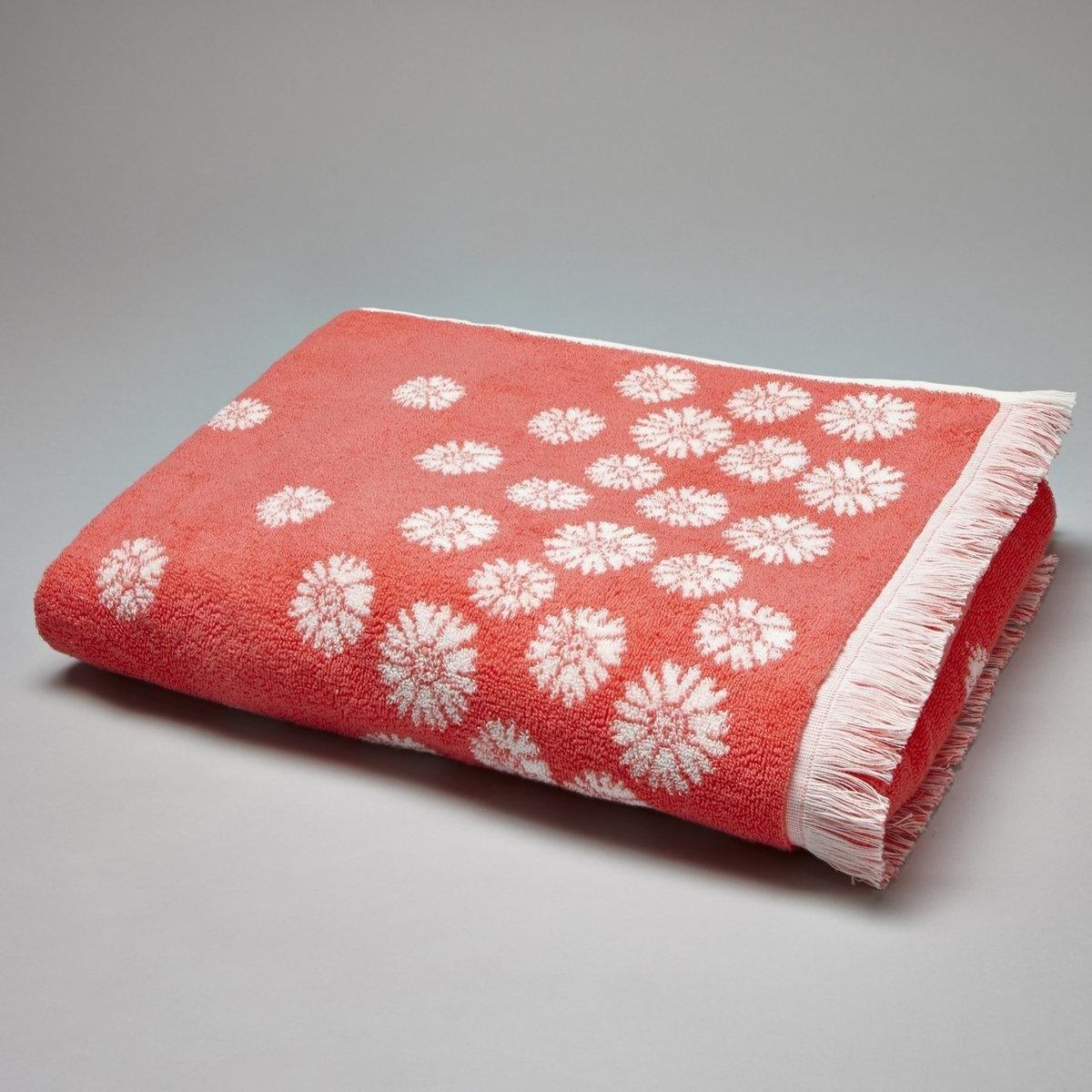Полотенце банное с цветочным рисунком, 500 г/м?Полотенце банное. Махровое полотенце с аккуратным и освежающим цветочным рисунком превосходно впитывает влагу. Описание махрового полотенца с цветочным рисунком, 500 г/м?:цветочный рисунок, 100% хлопка (500 г/м?). Бесконечная мягкость, долгая прочность. Превосходная стойкость цвета при стирке 60°.Машинная сушка.Размер махрового банного полотенца с цветочным рисунком, 500 г/м?:70 x 140 см.<br><br>Цвет: коралловый