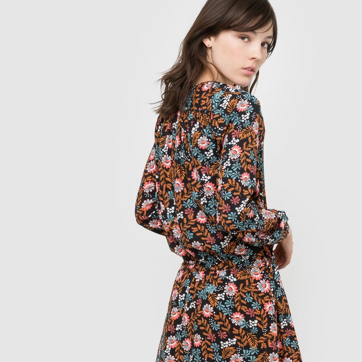 Платье с цветочным рисункомПлатье с цветочным рисунком из струящейся ткани. V-образный закругленный вырез. Длинные рукава с эластичными манжетами. Заниженный пояс на кулиске.  Состав и описаниеМатериал          100% вискозаДлина       94 смУходМашинная стирка при 30 °С с вещами схожих цветовСтирать и гладить с изнаночной стороны<br><br>Цвет: набивной рисунок<br>Размер: 36 (FR) - 42 (RUS).38 (FR) - 44 (RUS).40 (FR) - 46 (RUS).44 (FR) - 50 (RUS).46 (FR) - 52 (RUS).52 (FR) - 58 (RUS)