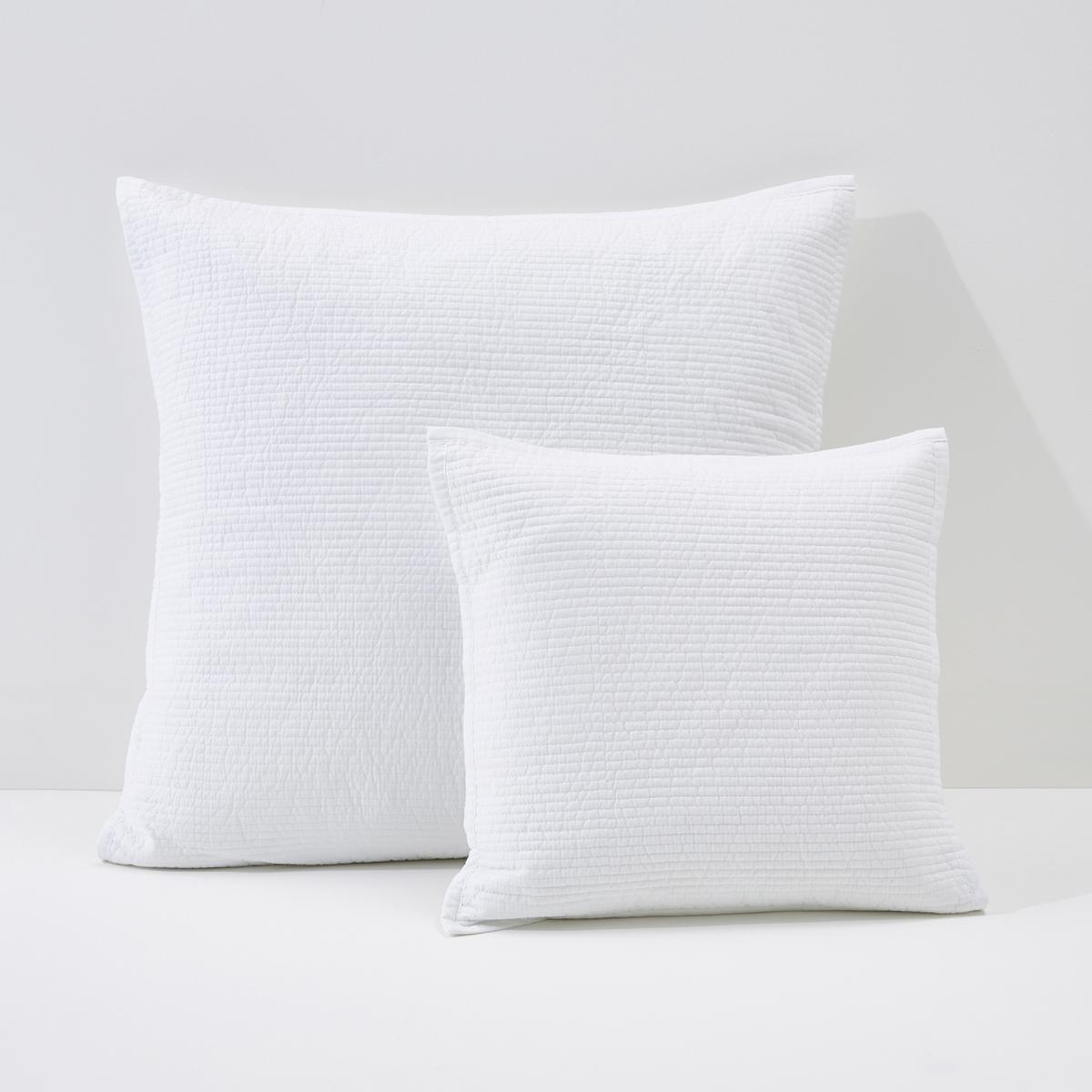 Наволочка на подушку-валик или наволочка BETTAОписание наволочки на подушку-валик или наволочки Betta :Тонкая прострочка, отделка прямой бейкой.Застежка на скрытую молнию в тон.Характеристики наволочки на подушку-валик или наволочки Betta :100% хлопок. Наполнитель, 100% полиэстер плотностью 80 г/м?.Машинная стирка при 40 °CВсю коллекцию постельного белья Betta вы можете найти на нашем сайте<br><br>Цвет: белый,красный,светло-серо-коричневый,сине-зеленый<br>Размер: 65 x 65  см