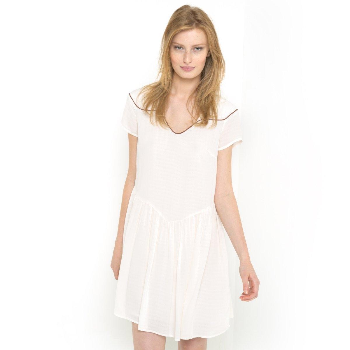 Платье широкого покрояПлатье из 100% вискозы. Короткие рукава. V-образный вырез. Стильные детали сзади. Отрезное по талии. Подкладка из вуали, 100% хлопка. Длина 90 см.<br><br>Цвет: слоновая кость<br>Размер: 44 (FR) - 50 (RUS)