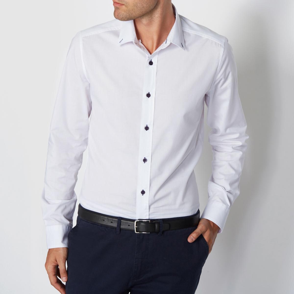 Рубашка однотонная узкого покроя с длинными рукавамиРубашка в городском стиле с контрастными деталями R Edition. Красивая, оригинальная, удобная и легкая в уходе рубашка узкого облегающего покроя в городском стиле.  Материал : 55% хлопка,  45% полиэстераУзкий покрой. Застежка на пуговицы.<br><br>Цвет: белый