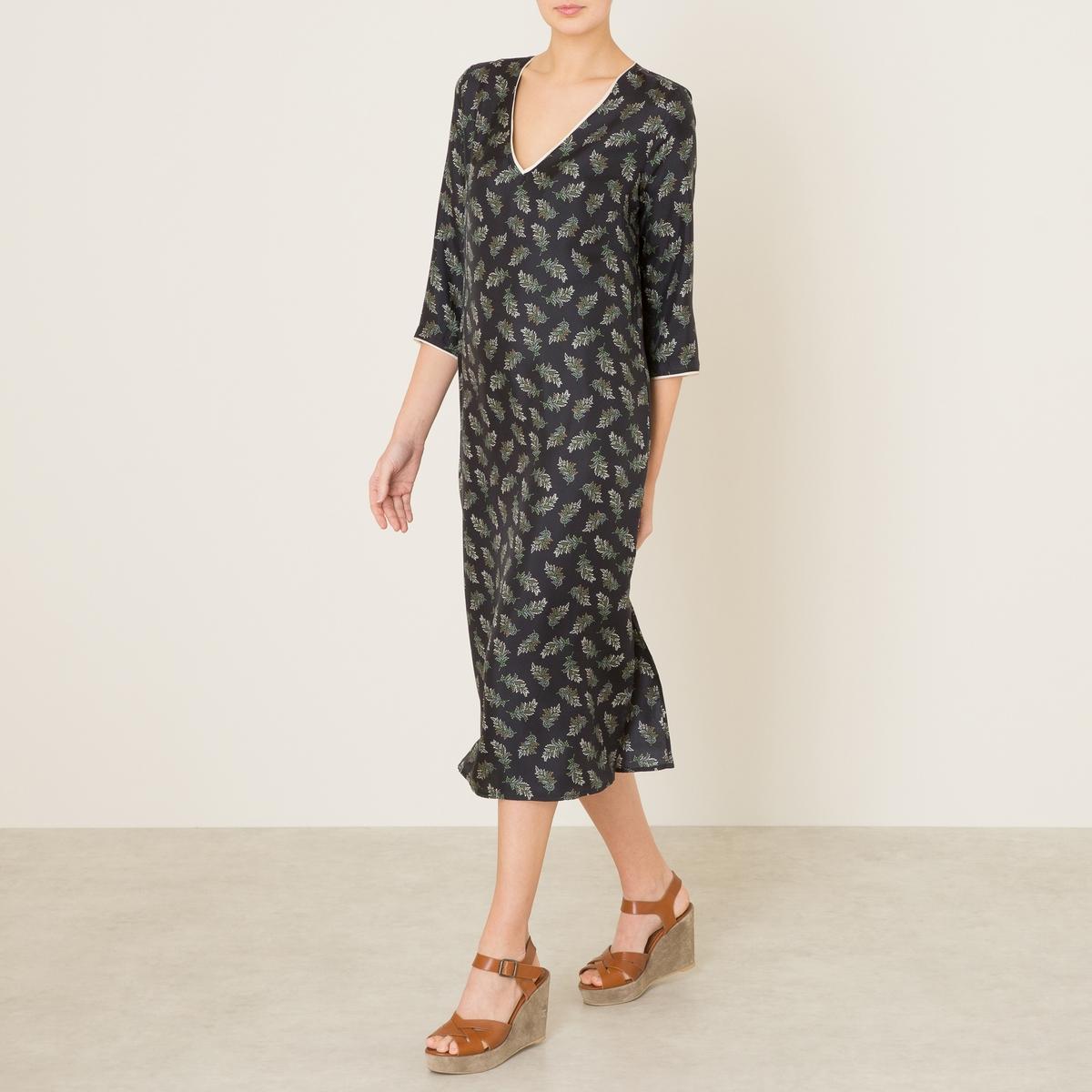 Платье BIGNEПлатье средней длины MOMONI - модель BIGNE из 100% шелка со сплошным рисунком. Вырез-лодочка. Длинные прямые рукава с втачными манжетами . Отрезное по талии, встречные складки от пояса. Разрезы по бокам.Состав и описание    Материал : 100% вискоза   Марка : MOMONI<br><br>Цвет: рисунок черный