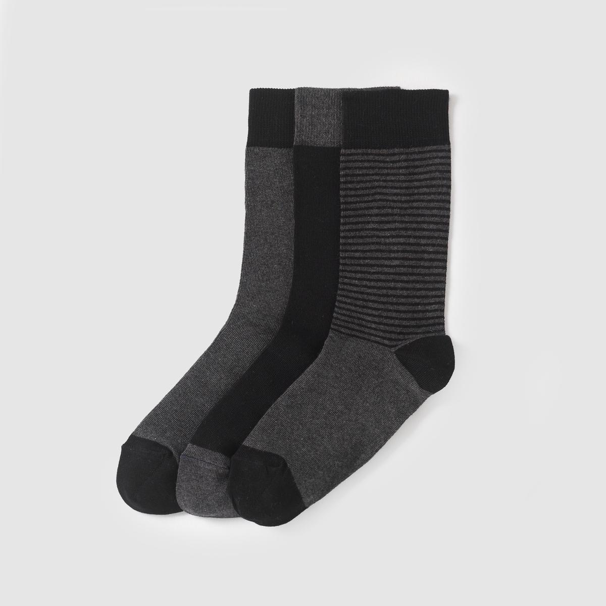 Комплект из 3 пар носков3 пары носков : 1 в полоску и 2 однотонных . Контрастная двухцветная расцветка .Состав и описание Материал : 80% хлопка, 17% полиамида, 3% эластана    Марка : R Essentiel.<br><br>Цвет: антрацит + черный<br>Размер: 39/42.43/45