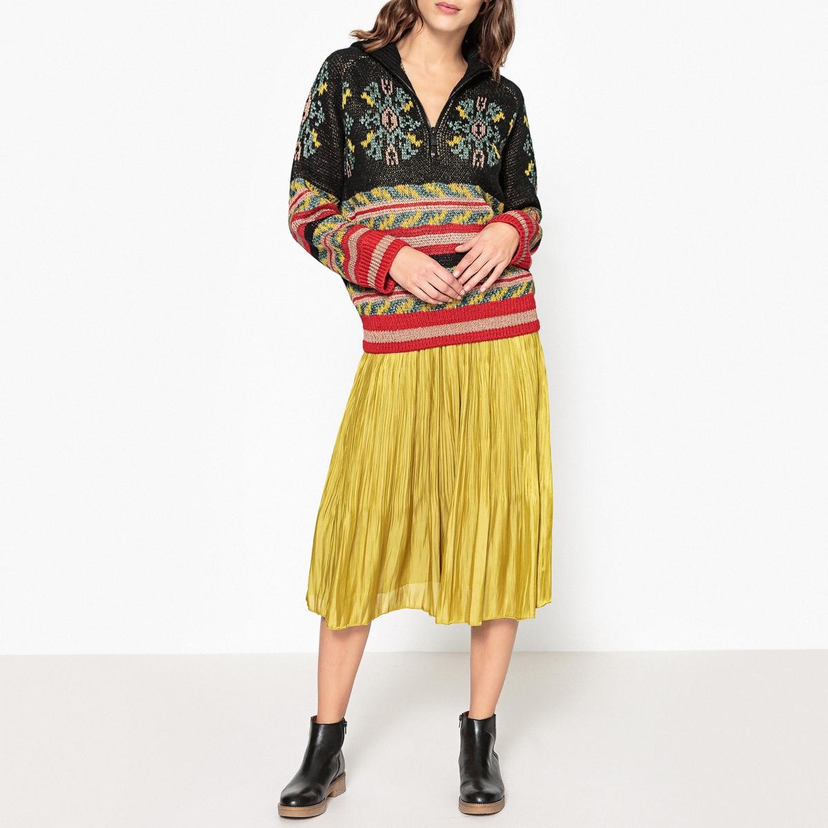 Пуловер с разноцветным жаккардовым рисункомРазноцветный пуловер с жаккардовым рисунком MAISON SCOTCH, воротник-стойка на молнии и отделка в рубчик.Детали •  Длинные рукава •  Воротник-стойка •  Плотный трикотаж  •  Жаккардовый рисунокСостав и уход •  6% шерсти, 52% акрила, 13% альпаки, 29% полиэстера •  Следуйте советам по уходу, указанным на этикетке<br><br>Цвет: разноцветный