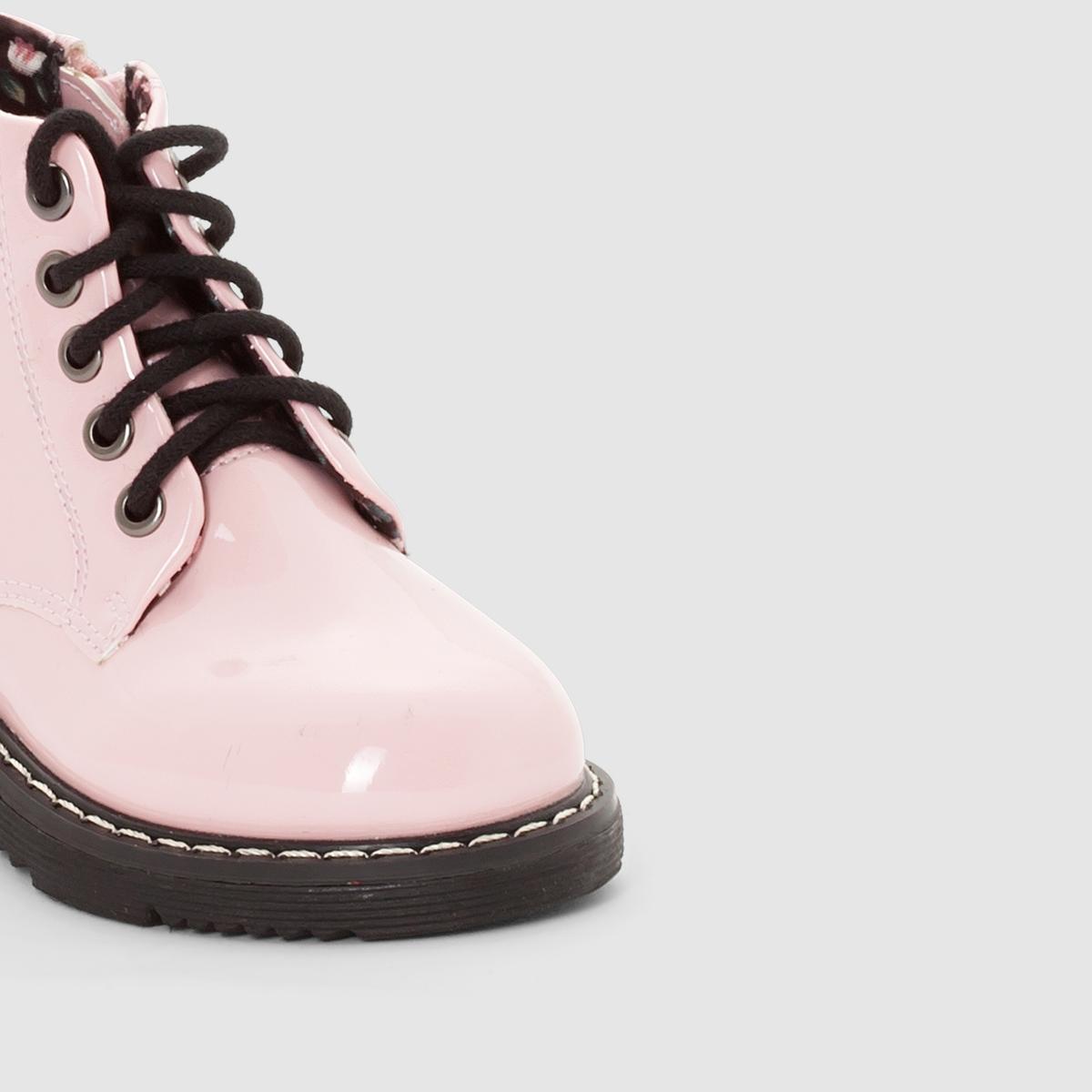 Ботинки лакированные, на молнии и шнуровкеЛакированные ботинки, на молнии и шнуровке.Верх: лакированная синтетика.Подкладка: текстиль.Стелька: текстиль.Подошва: из эластомера.Застежка: на молнию. Блестящее лакированное покрытие, удобная застежка на молнию... Ваш малыш будет носить эти ботинки с удовольствием весь сезон!<br><br>Цвет: розовый лак