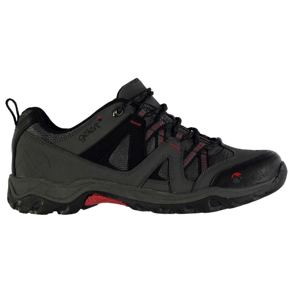 Chaussures de marche à lacets