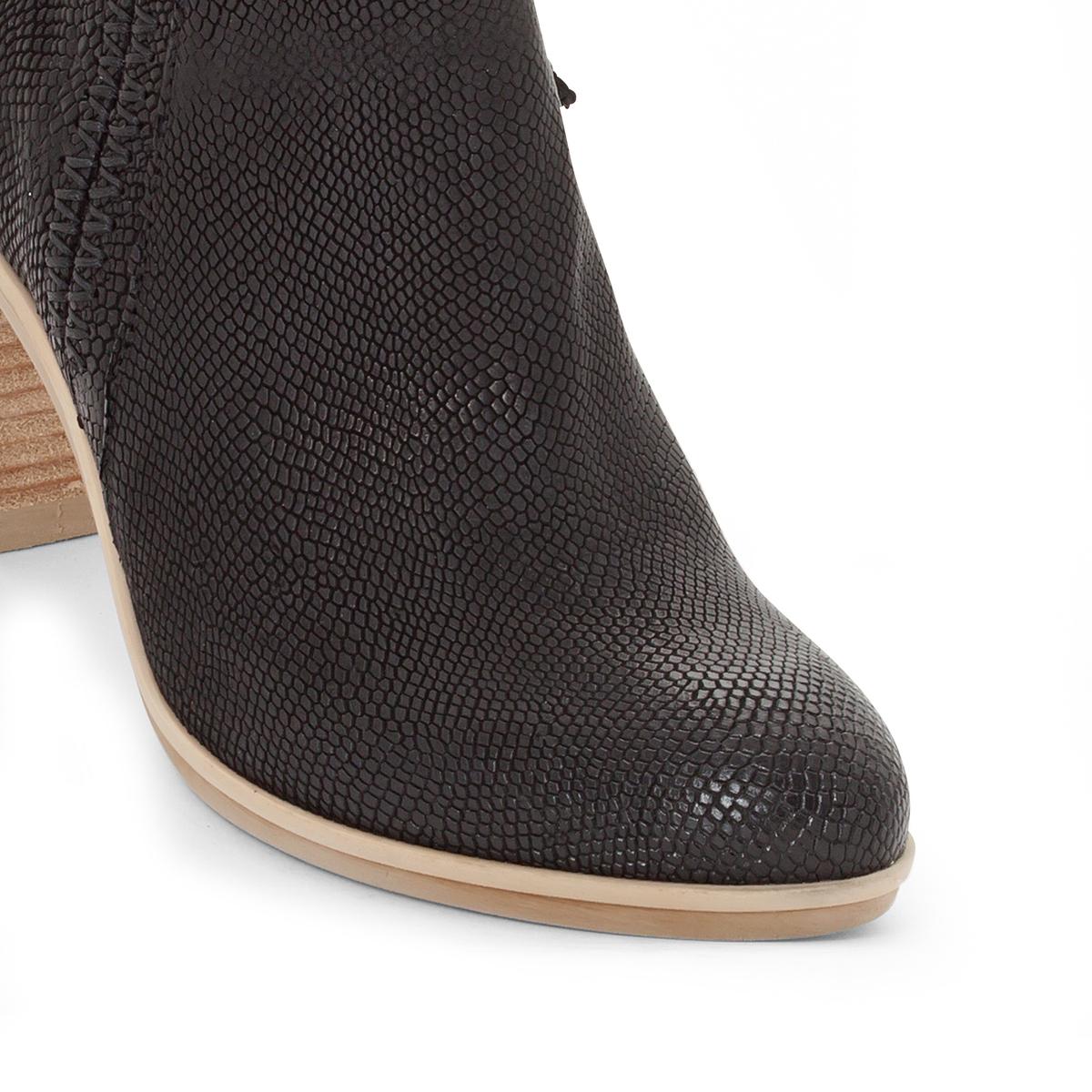 Ботильоны кожаные Melody на каблукеВерх/Голенище: кожа.  Подкладка: кожа.  Стелька: кожа.  Подошва: резина.Высота каблука: 8 см.Форма каблука: широкий каблук.Мысок: закругленный.Застежка: на молнию.<br><br>Цвет: черный<br>Размер: 36.38