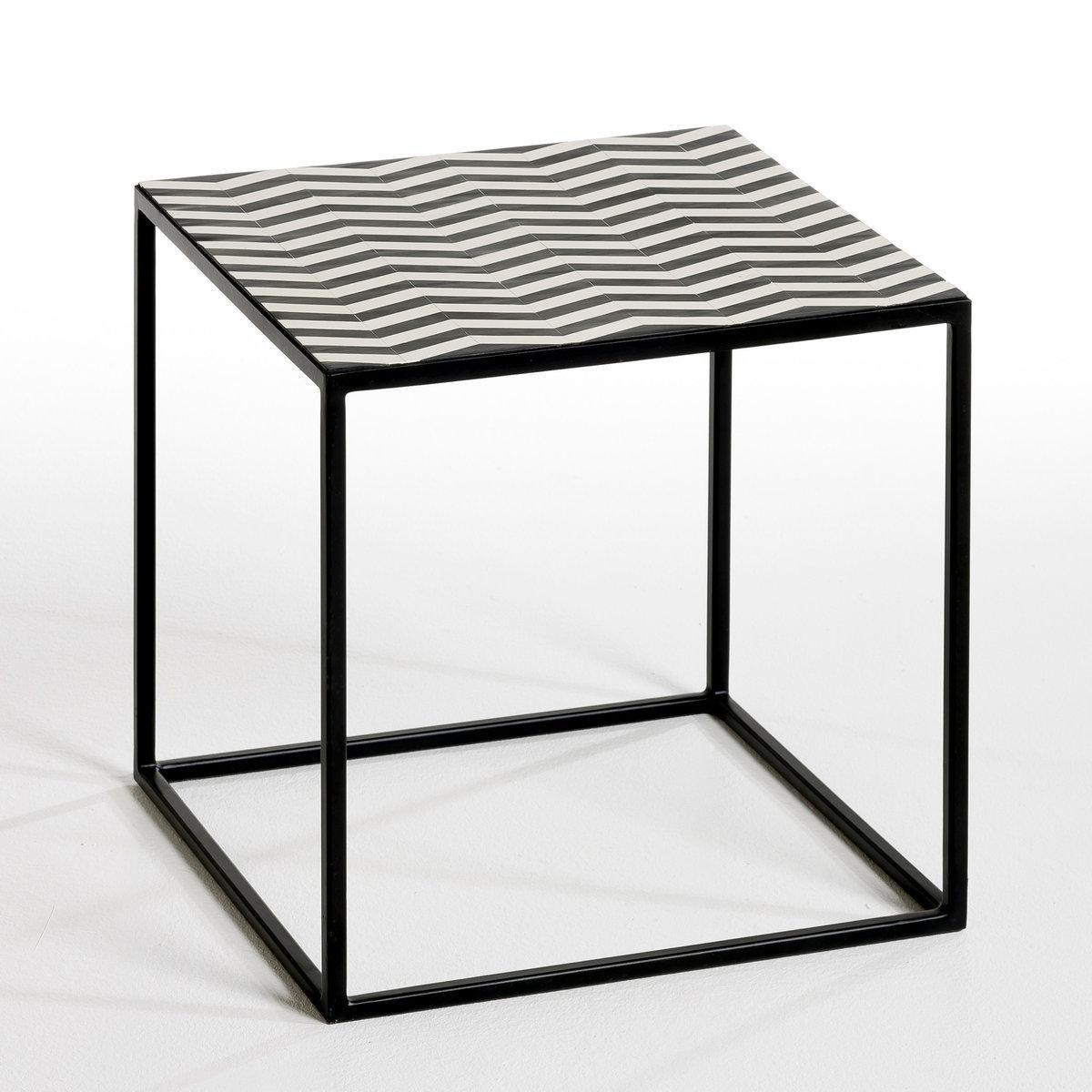 Столик G?om?trieСтолик G?om?trie . Журнальный столик или маленький низкий стол с симпатичным графическим дизайном, идеален, чтобы привнести оригинальность в интерьер! Описание : - Каркас из металла черного цвета . - Пластиковая столешница . Размеры : - 40 x 40 x 40 см .<br><br>Цвет: черный/ белый