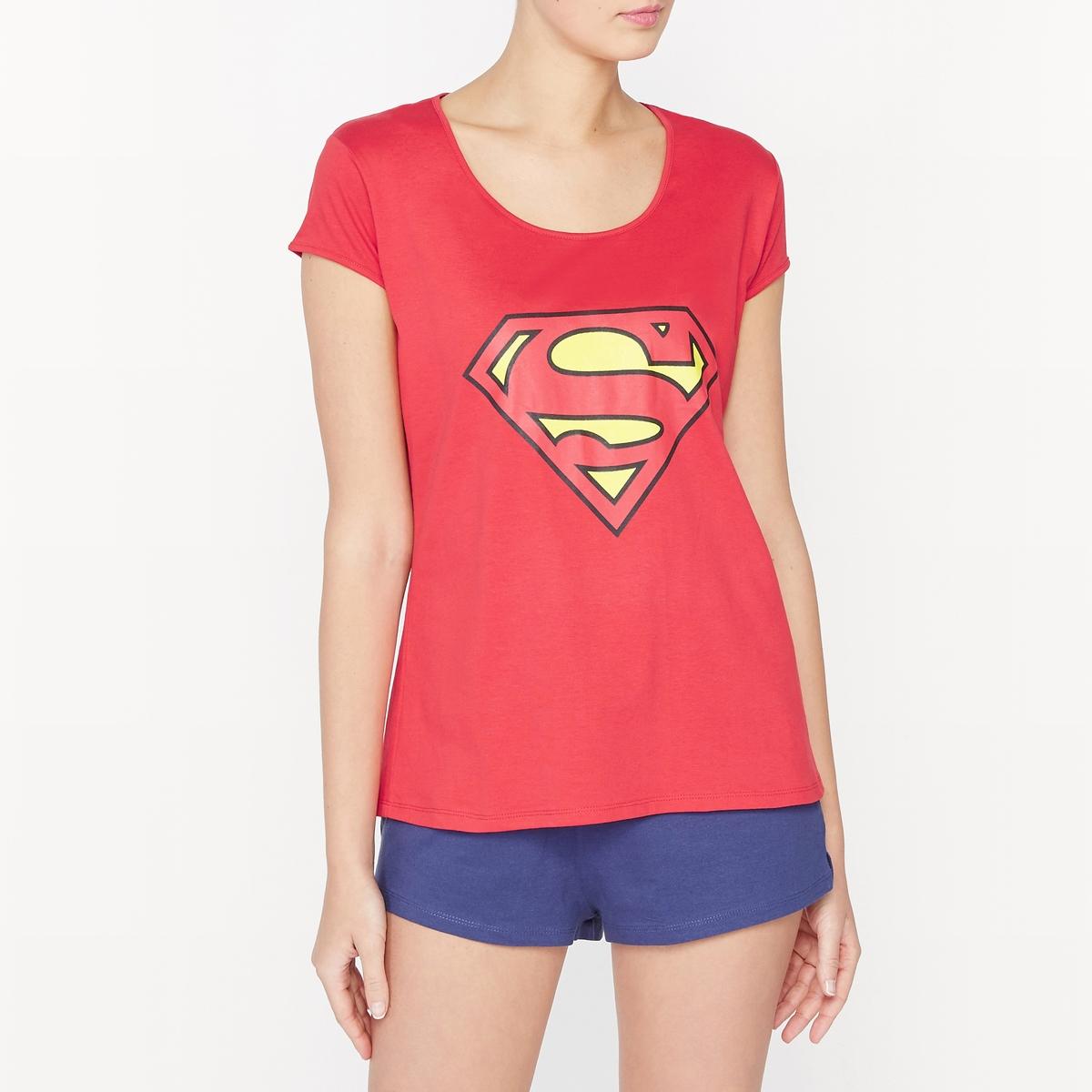 Пижама с шортами из хлопка SupermanПижама с шортами из хлопка Superman.Футболка с короткими рукавами. Закругленный вырез . Рисунок логотип Супермена спереди. Шорты с эластичным поясом. Небольшие шлицы внизу по бокам.  Состав и описаниеМатериал : 100% хлопокМарка : SupermanУходМашинная стирка при 30 °C Стирать с вещами схожих цветовСухая (химическая) чистка запрещенаОтбеливание запрещеноМашинная сушка в умеренном режимеГладить при средней температуреРисунок не гладить<br><br>Цвет: красный/ темно-синий