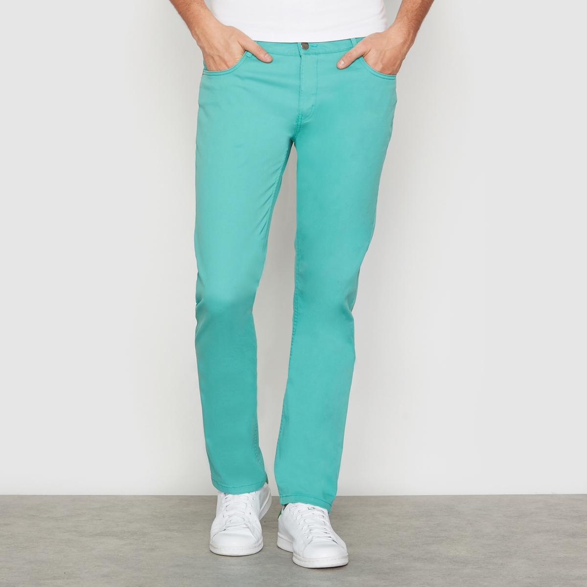 Брюки зауженные с 5 карманамиБрюки из ткани стретч, 98% хлопка, 2% эластана. 5 карманов. Зауженный крой (облегающий). Застежка на молнию. Длина по внутреннему шву 86 см. Ширина по низу 18,5 см.<br><br>Цвет: зеленый<br>Размер: 44 (FR) - 50 (RUS)