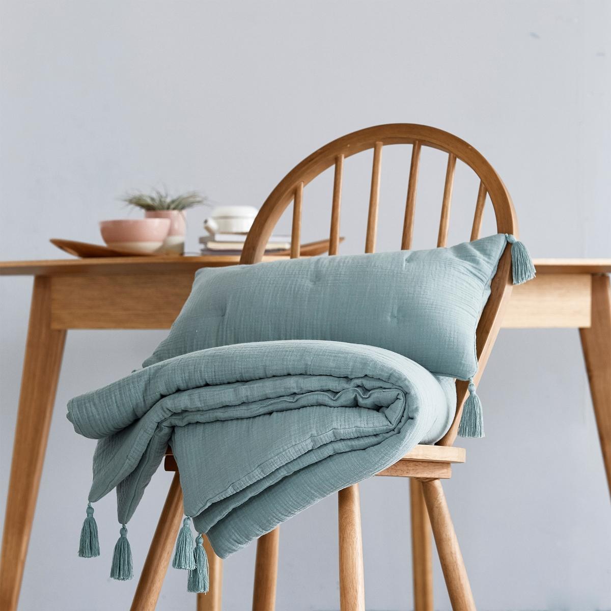 Чехол на подушку или наволочка, KUMLAХарактеристики наволочки/чехла на подушку Kumla :Верх, 100% хлопок.Наполнитель 100% полиэстер (120 г/м?).Вышивка крестиком в тон.Отделка кисточками по углам.Машинная стирка при 30 °С.Одеяло того же комплекта и другие модели декоративного текстиля вы можете найти на сайте laredoute.ruРазмеры :50 x 30 см65 x 65 смЗнак Oeko-Tex® гарантирует, что товары прошли проверку и были изготовлены без применения вредных для здоровья человека веществ.<br><br>Цвет: серо-зеленый<br>Размер: 50 x 30 см.65 x 65  см