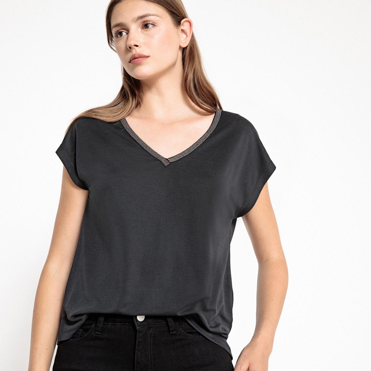 Блузка струящаяся с v-образным воротником и короткими рукавами