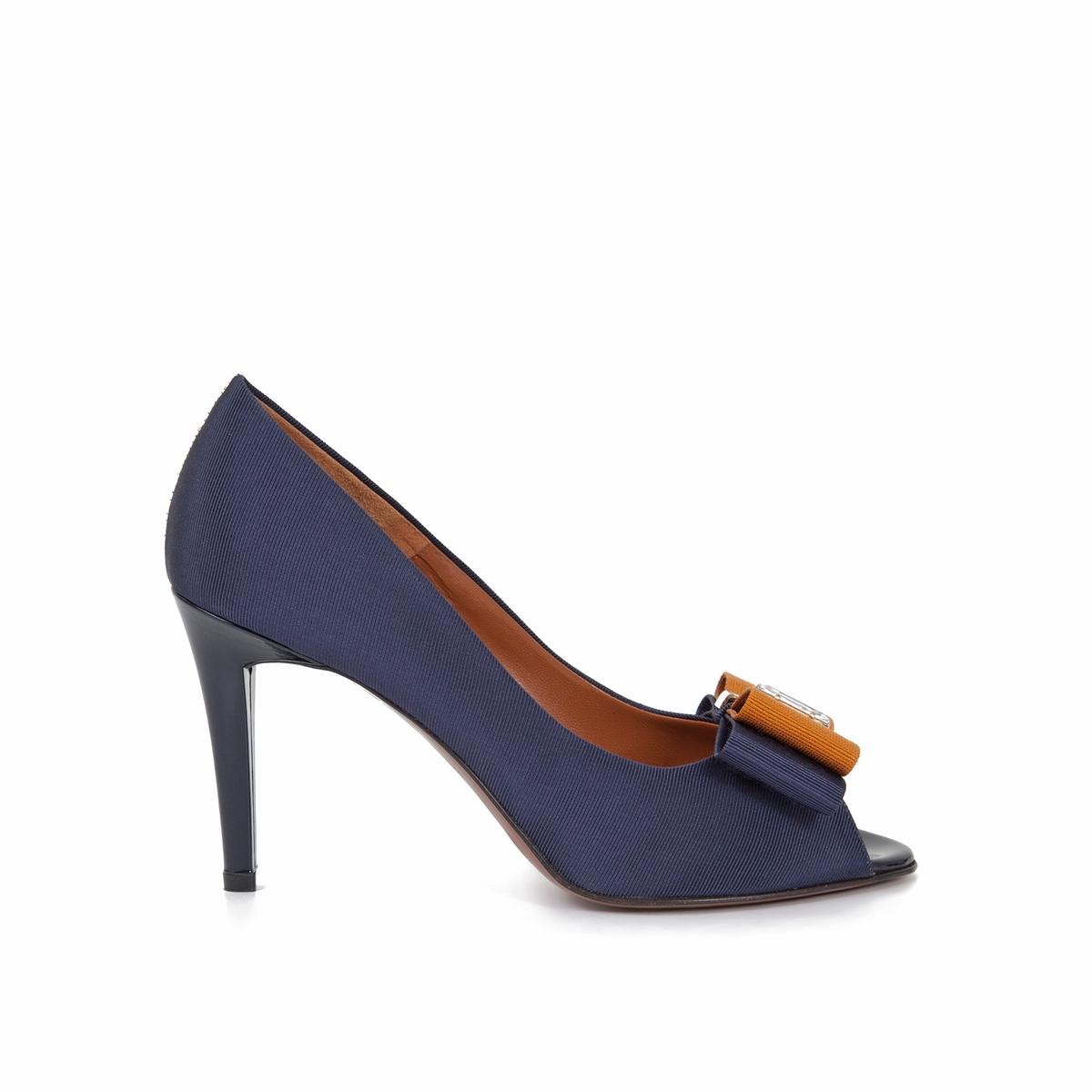 Туфли кожаные Elfi на шпилькеВерх : Кожа   Подкладка : Кожа   Стелька : Кожа   Подошва : Кожа   Высота каблука : 9 см   Форма каблука : Шпилька   Мысок : закругленный   Застежка : без застежки<br><br>Цвет: синий морской,черный<br>Размер: 40.38