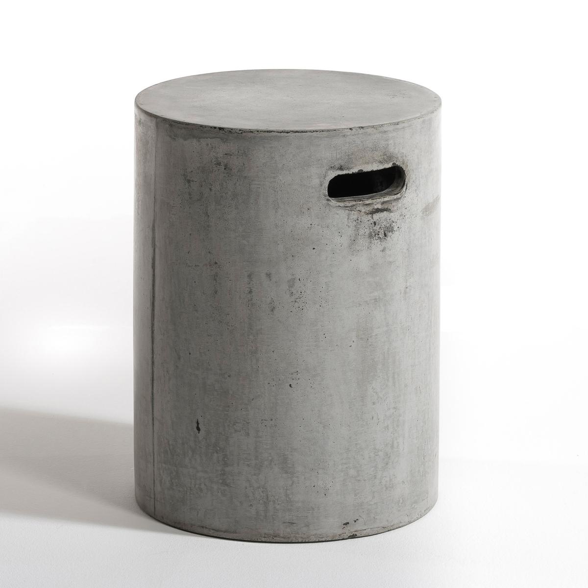 Журнальный столик Tatum, цементЦилиндрическая форма с ручкой позволяет с лёгкостью перемещать этот журнальный столик,    а благодаря материалу с ним ничего не случится на открытом воздухе..            Из цемента (цвет неоднородный). ?35, В. 45 см.<br><br>Цвет: серый бетонный<br>Размер: единый размер