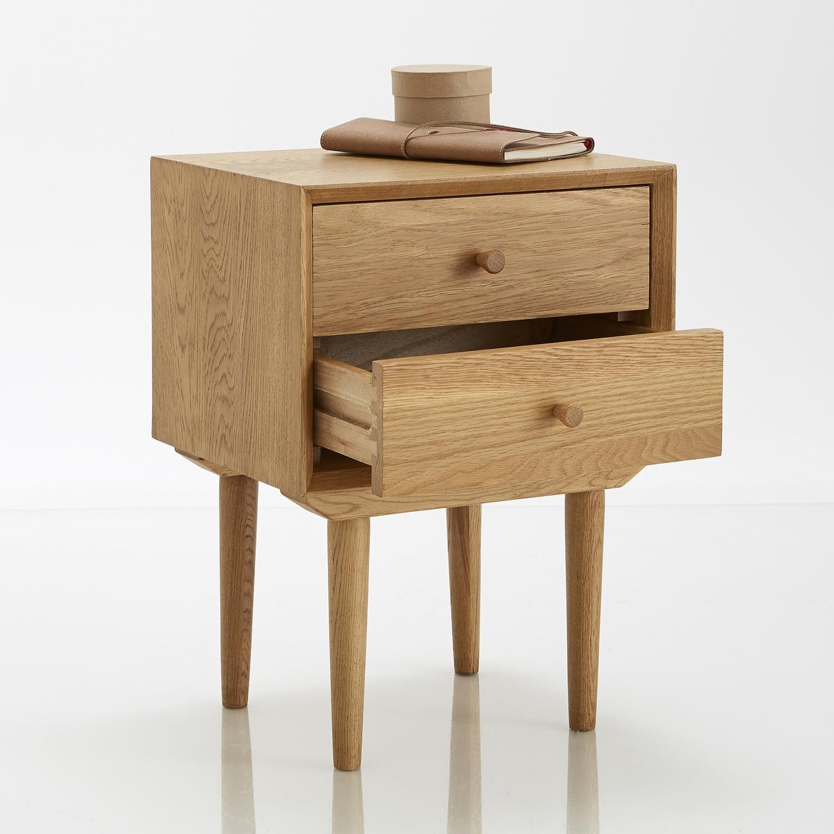 Столик прикроватный, QuildaСтолик прикроватный, 2 ящика, дуб,  Quilda: нестареющий винтаж- столик с 2 ящиками, практичный и эстетичный, подойдет к интерьеру любого стиля. Компактен, подходит даже для небольших помещений.Описание  :2 ящика Характеристики :Ножки из массива дуба Корпус и ящики из дуба и МДФ и  дубовой фанеры Полка из МДФ, дубовая фанера Покрытие лаком Вся коллекция Quilda на сайте  .Размеры  :Длина : 40 смВысота : 55 смГлубина : 33 см.Размеры. внутренние размеры ящика :Длина : 36 смВысота : 11,8 смГлубина : 26,8 см Размеры и вес ящика :1 упаковка46,5 x 39.5 x 39,5 см 13 кг Доставка :Поставляется в разобранном виде . Возможна доставка на дом!Внимание ! Убедитесь в возможности доставки на дом.<br><br>Цвет: светлый дуб
