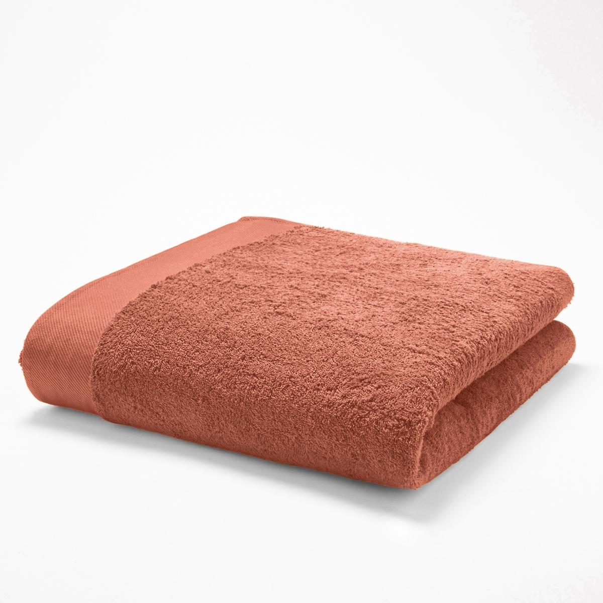 Полотенце банноеМягкая махровая ткань, 100% хлопка, 500 г/м2. Кайма диагональ. Стирка при 60°. 70 х 140 см.<br><br>Цвет: белый,голубой бирюзовый,желтый шафран,красный карминный,пепельно-серый,светло-розовый,синий морской волны,смородиновый,темно-серый,черный<br>Размер: 70 x 140  см