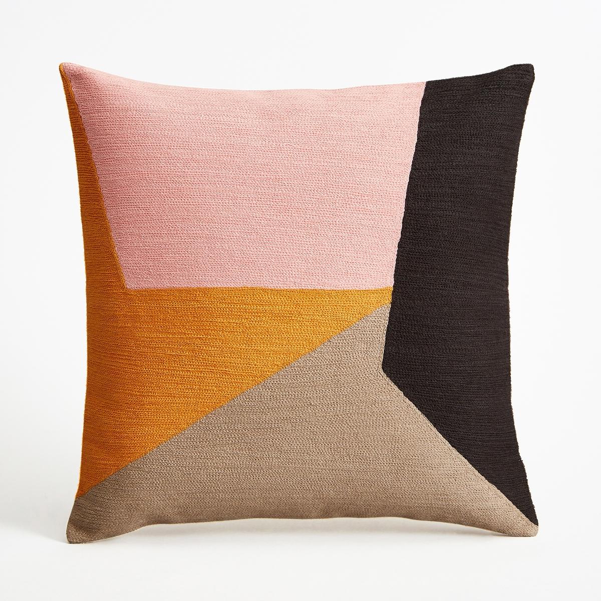 Наволочка на подушку-валик SaddlerНаволочка на подушку-валик Saddler. Вышитый графический рисунок кораллового, розового и черного цветов в виде лоскутов ткани. Однотонная оборотная сторона естественного цвета. Из 100% хлопка, на подкладке. Застежка на молнию наверху. Размеры : 45 x 45 см. Подушка продается отдельно.<br><br>Цвет: розовый/ оранжевый<br>Размер: 45 x 45  см