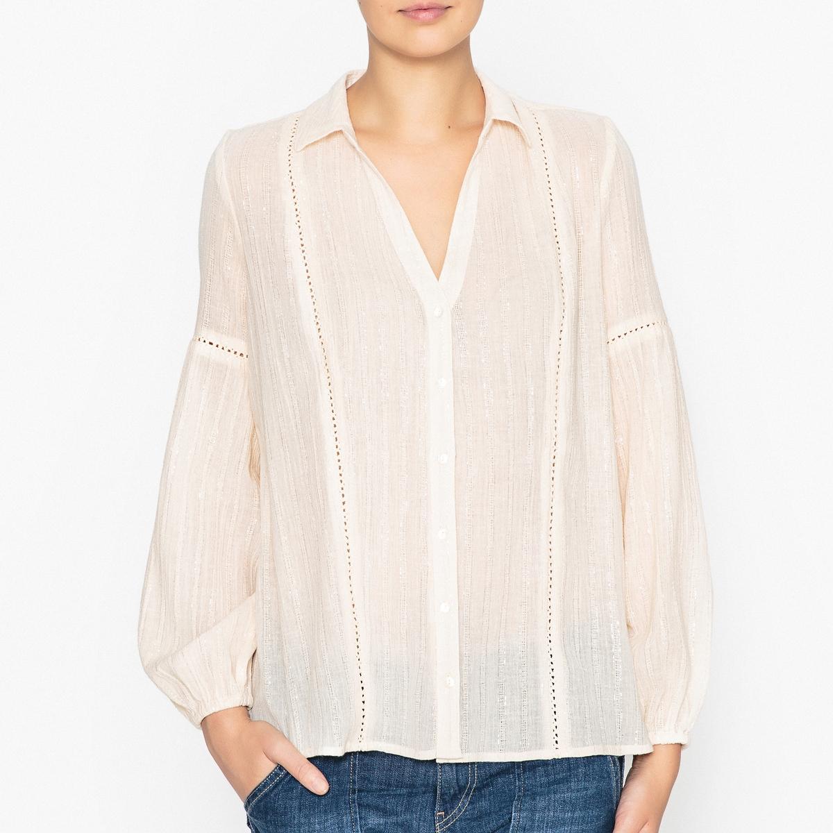 Рубашка блестящая LAKOTAБлестящая рубашка BA&amp;SH - модель LAKOTA с мережками и перламутровыми пуговицами.Детали  •  Длинные рукава •  Прямой покрой •  Воротник-поло, рубашечныйСостав и уход  •  98% хлопка, 2% металлизированного волокна •  Следуйте рекомендациям по уходу, указанным на этикетке изделия •  Эластичные манжеты •  Перламутровые пуговицы •  Мережки на рукавах •  V-образный вырез и рубашечный воротник<br><br>Цвет: сливовый,экрю<br>Размер: M