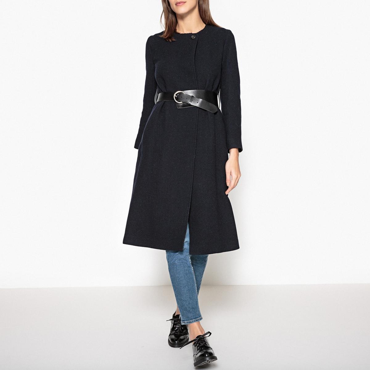 Пальто длинное ZACHARYОписание:Пальто длинное BA&amp;SH - модель ZACHARY с широким кожаным поясом на металлической пряжке.Детали •  Длина : удлиненная модель •  Без воротника • Застежка на пуговицыСостав и уход •  40% шерсти, 30% акрила, 15% полиамида, 15% полиэстера •  Следуйте рекомендациям по уходу, указанным на этикетке изделия •  2 боковых кармана •  Двойная застёжка на пуговицы на воротнике<br><br>Цвет: темно-синий