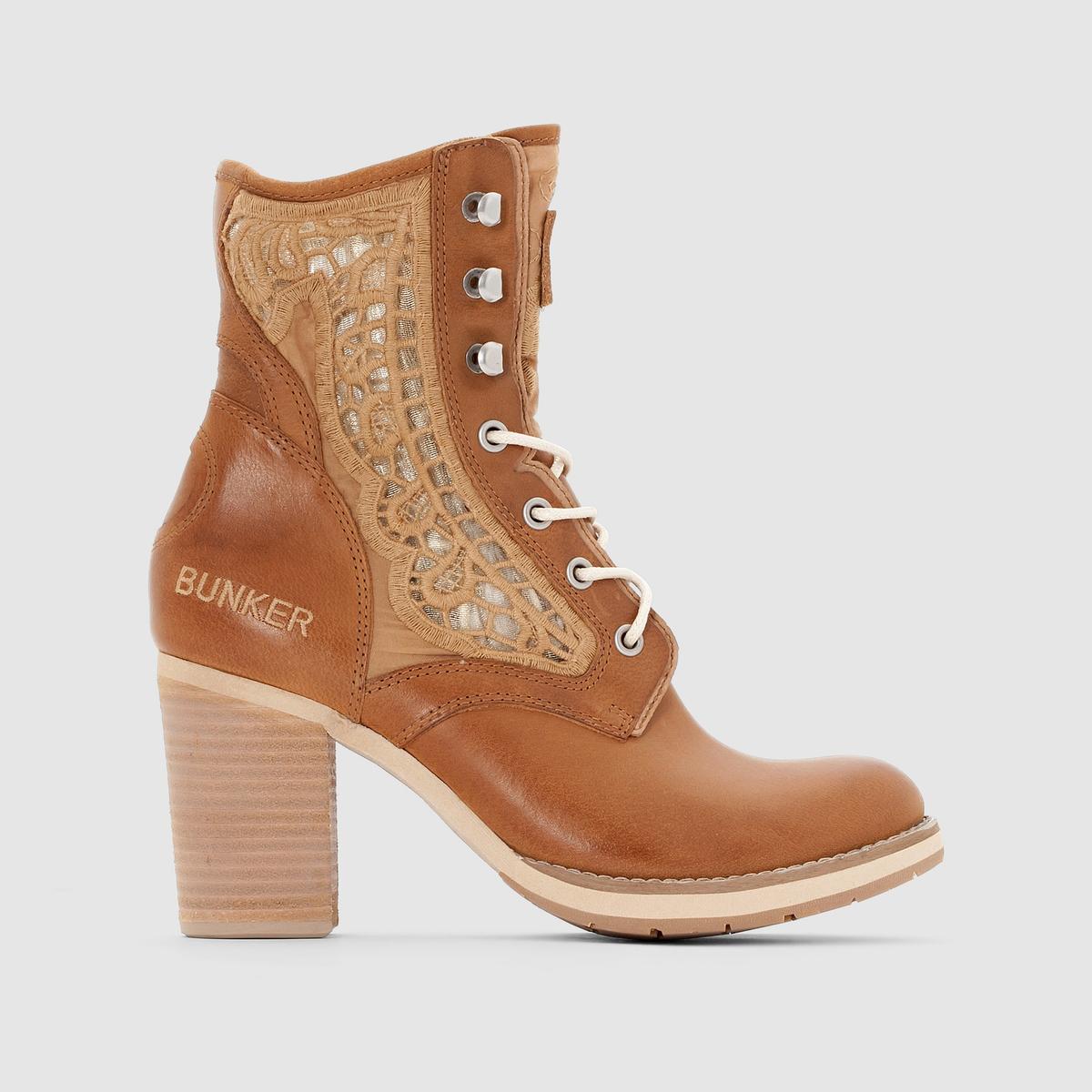 Сапоги GRACE от BUNKERСапоги на каблуке, напоминающие ботинки на шнуровке - отличное сочетание кожи с кружевной отделкой: очень современная женственная модель от Bunker!<br><br>Цвет: коньячный<br>Размер: 39