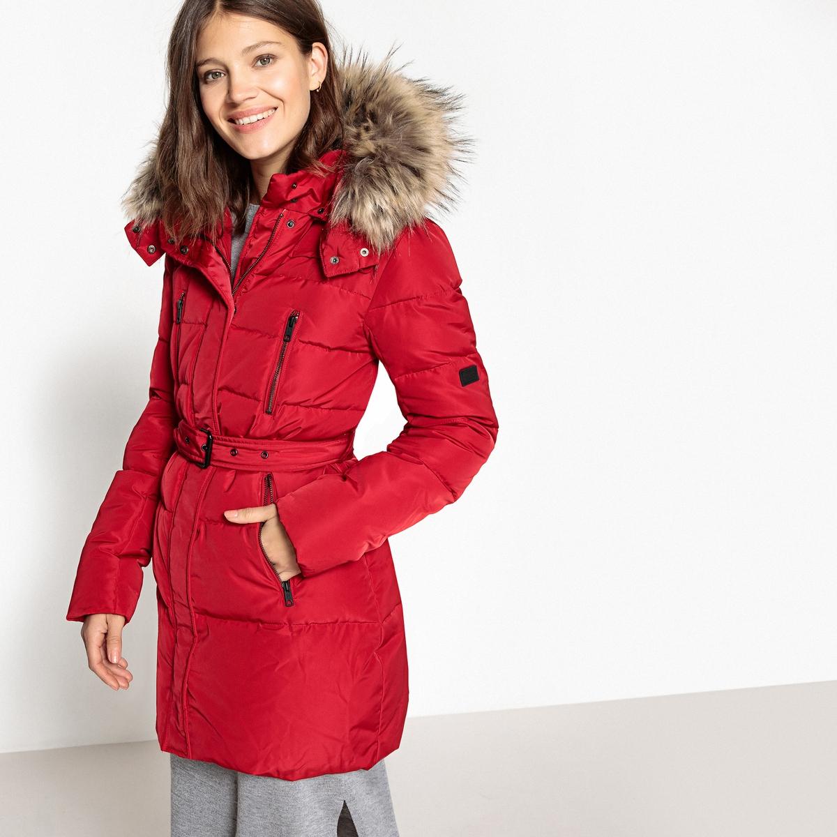 Куртка стеганая с капюшономОписание:зимняя утепленная куртка Betties от PEPE JEANS. Наполнитель из утинного пуха и пера . Капюшон оторочен искусственным мехом. Высокий воротник.Детали •  Длина : удлиненная модель •  Капюшон •  Застежка на молниюСостав и уход •  100% полиэстер •  Следуйте советам по уходу, указанным на этикетке<br><br>Цвет: черный