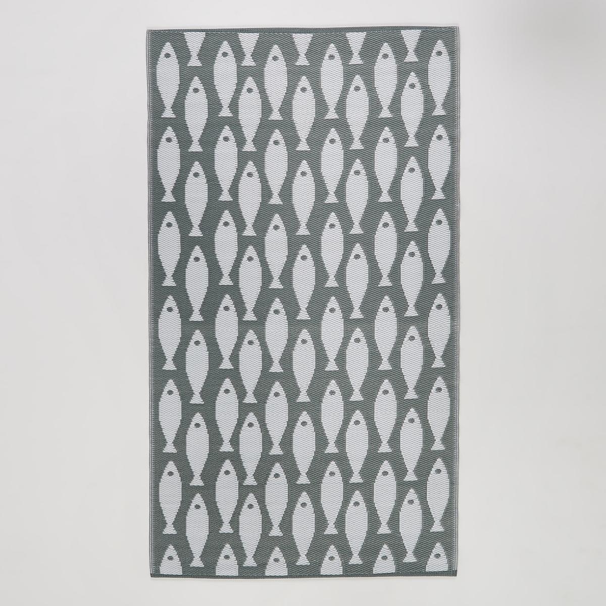Коврик уличный PescaderoУличный коврик Pescadero. Двухсторонний коврик с позитивным/негативным рисунком рыбы, отлично подходит для террасы или вашего интерьера. Компактные размеры позволяют взять коврик на пляж или использовать его в качестве подстилки. Материал : - 100% полипропилен, устойчивый к УФ-излучению, воде, снегу и пыли - Соткан вручную Уход :  Для чистки ковра достаточно протереть его влажной губкой или промыть его под струей воды и повесить сушить.Размеры: - 120 x 220 см.<br><br>Цвет: серый/ белый