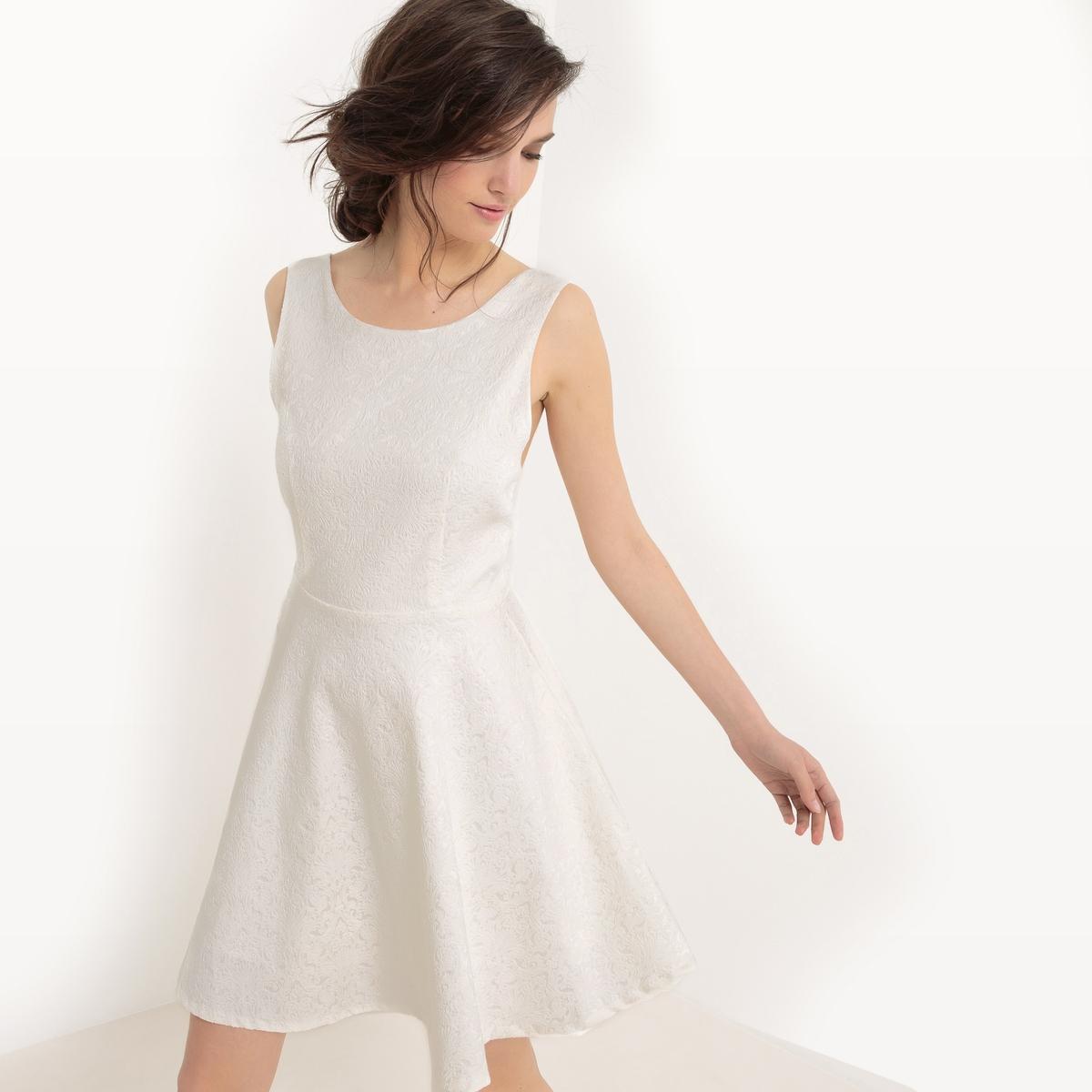 Платье короткое, без рукавовДетали •  Форма : прямая •  короткое  •  Без рукавов    •   V-образный вырезСостав и уход •  30% хлопка, 3% эластана, 67% полиэстера   •  Следуйте советам по уходу, указанным на этикетке<br><br>Цвет: экрю