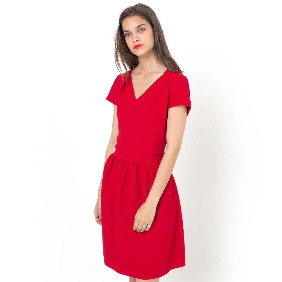 Платье с короткими рукавамиПлатье с короткими рукавами из трикотажа с узором: 55% полиэстера, 41% вискозы, 4% эластана. Расклешенное к низу. Складки на вырезе. 2 кармана. Длина 90 см. Без подкладки во всех цветах.<br><br>Цвет: красный,оранжевый<br>Размер: 34 (FR) - 40 (RUS).42 (FR) - 48 (RUS).44 (FR) - 50 (RUS)