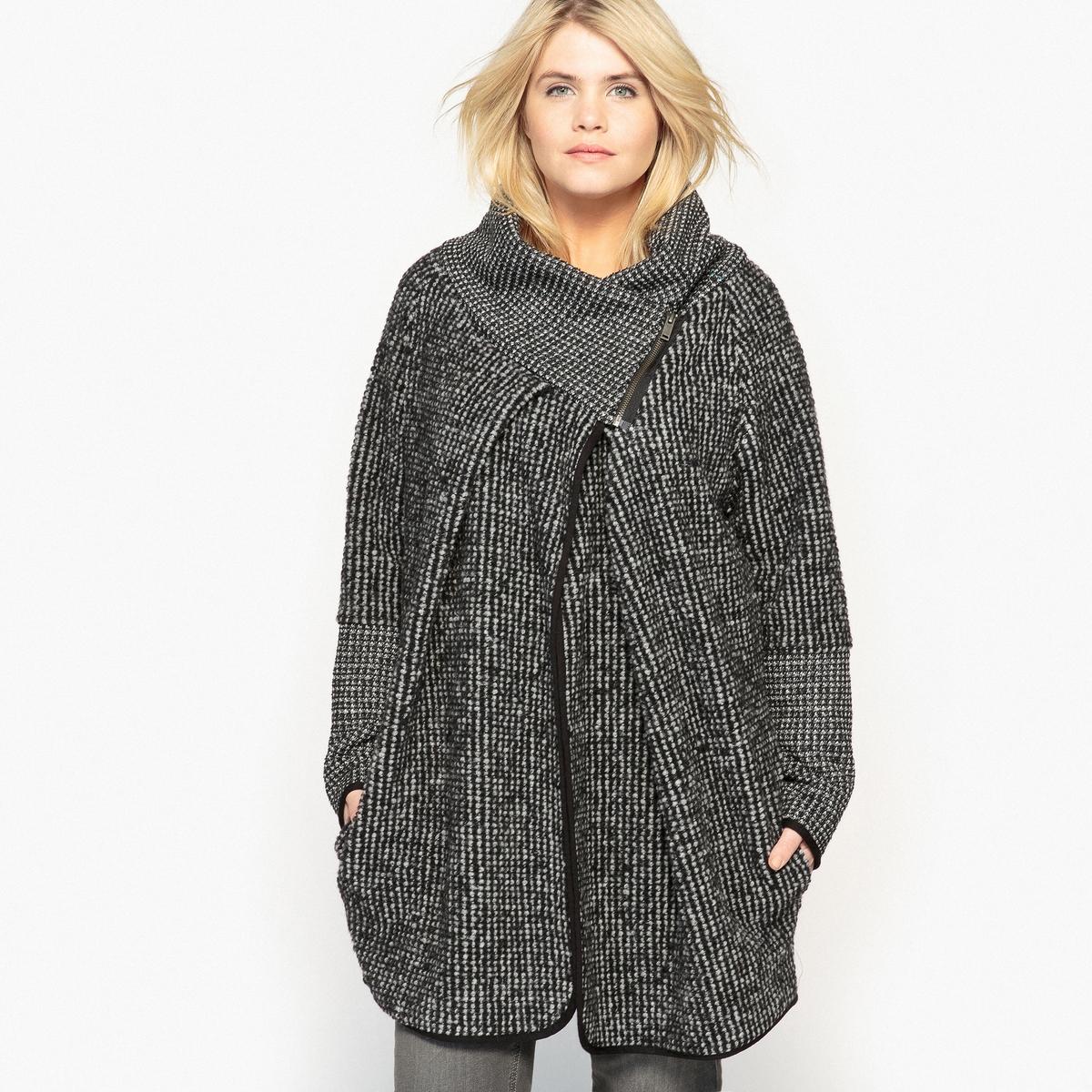 Пальто асимметричноеОписание:Невероятно стильное ассиметричное пальто . Преимущества : воротник на молнии. В сочетании с джинсами, это пальто выглядит очень симпатично .Детали •  Длина : средняя •  Воротник-стойка •  Жаккардовый рисунок •  Застежка на молниюСостав и уход •  40% шерсти, 5% акрила, 55% полиэстера •  Температура стирки при 30° на деликатном режиме   •  Деликатная сухая чистка / не отбеливать •  Не использовать барабанную сушку   •  Не гладитьТовар из коллекции больших размеров •  Длина : 88,8 см<br><br>Цвет: черный/ белый