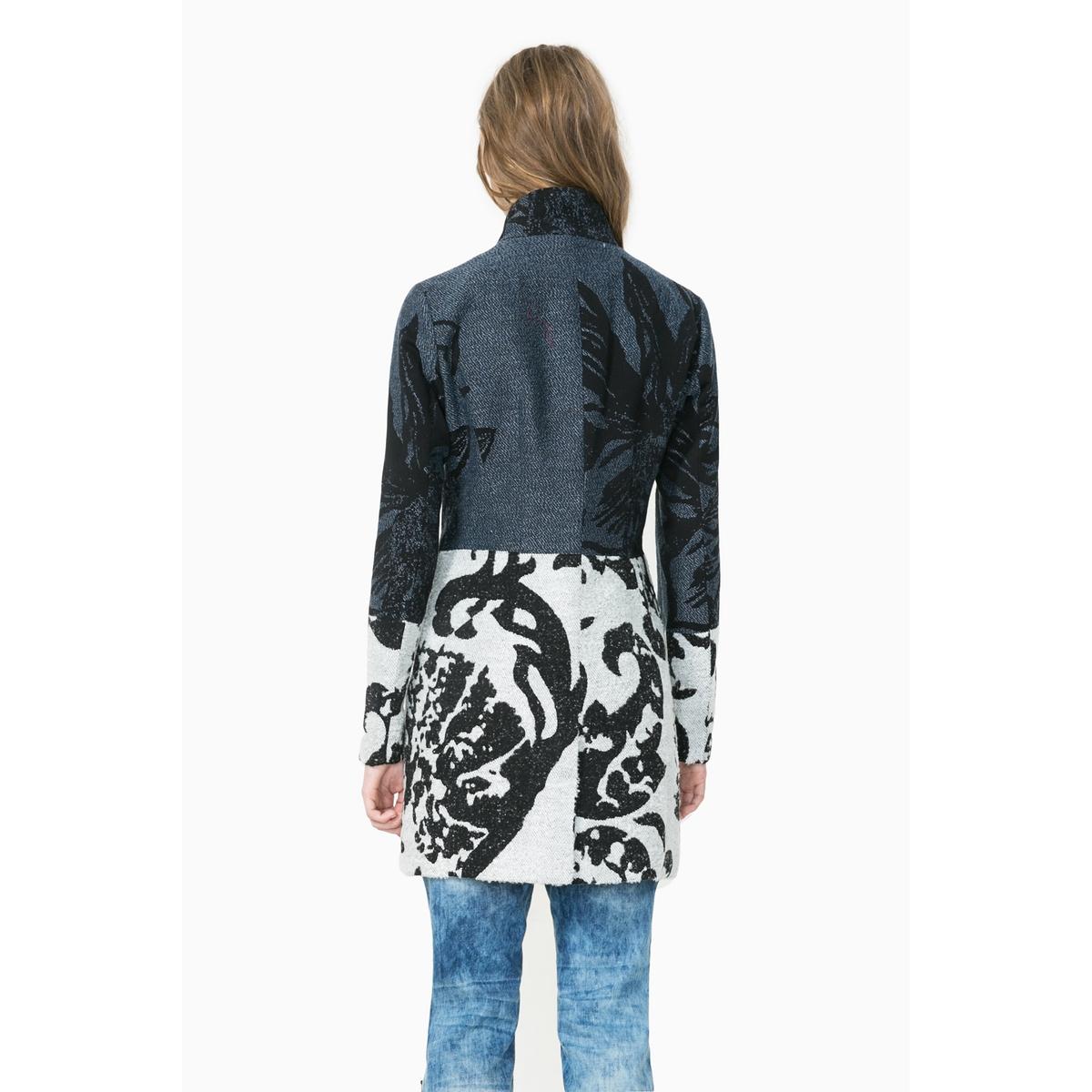 Пальто длинное с рисунком, Abrig MeredithПальто Abrig Meredith от DESIGUAL. Длинное пальто, высокий воротник. Сплошной оригинальный рисунок в клетку. Застежка на металлическую молнию. Разрез внизу сзади. Состав и описаниеМарка : DESIGUALМодель : Abrig MeredithМатериалы : 58% хлопка, 19% акрила, 11% шерсти, 10% полиэстера, 2% других волокон<br><br>Цвет: темно-синий