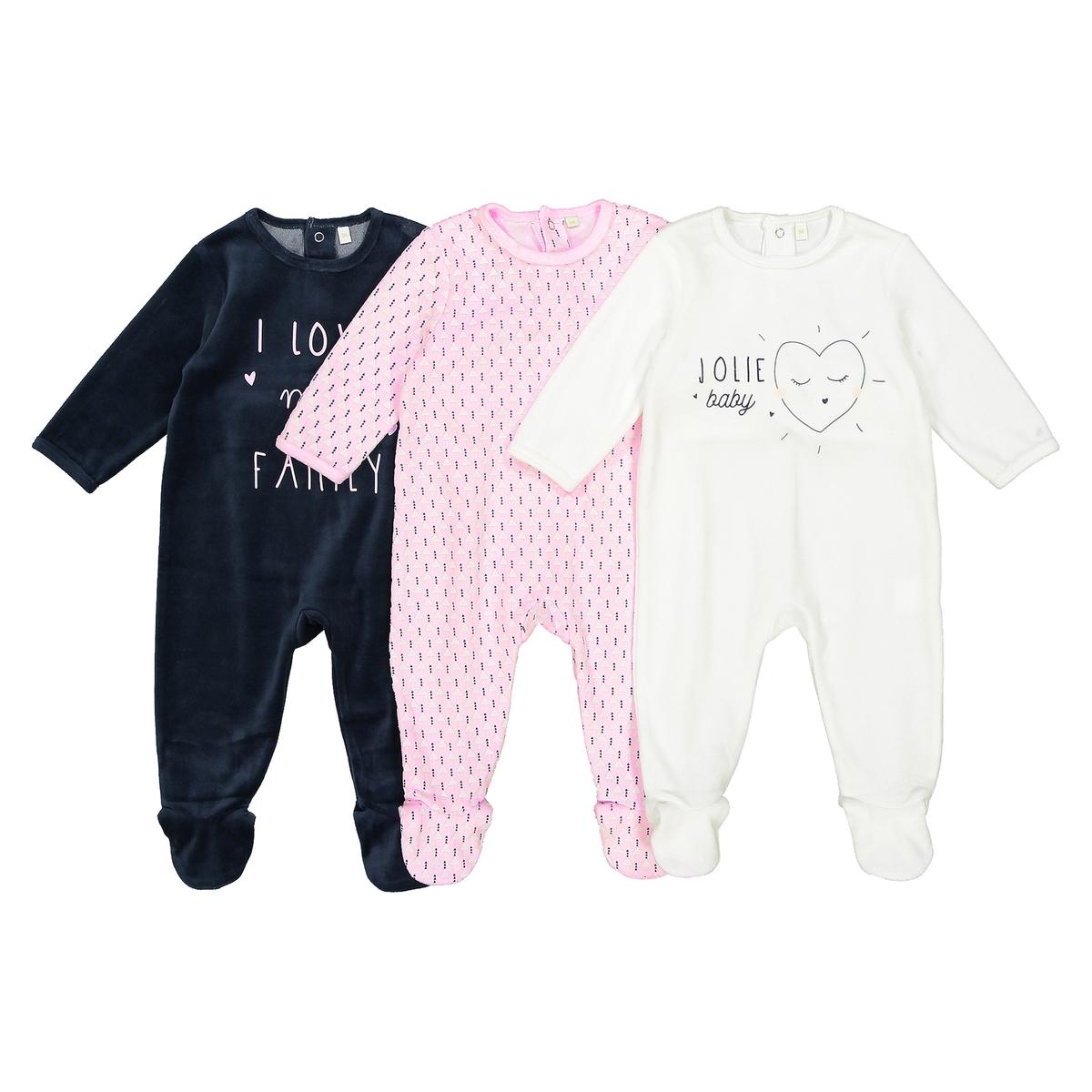 Комплект из 3 пижам из велюра, 0 мес. - 3 годаОписание:3 пижамы с длинными рукавами и закрытыми носками. Красивый комплект из 3 пижам 3 цветов, чтобы ваш малыш видел только сладкие сны .Детали •  Комплект из 3 пижам : 2 пижамы с надписью посередине + 1 пижама с принтом . •  Длинные рукава. •  Круглый вырез. •  Застежка на кнопки сзади и между ножек для легкости надевания. •  Носки с противоскользящими элементами для размеров от 12 месяцев  (74 см).Состав и уход •  Материал : 75% хлопка, 25% полиэстера. •  Стирать при температуре 30° на деликатном режиме с вещами схожих цветов. •  Стирать и гладить с изнанки при низкой температуре. •  Деликатная сушка в машинке.<br><br>Цвет: белый + розовый + синий<br>Размер: 0 мес. - 50 см.3 года - 94 см.2 года - 86 см.18 мес. - 81 см.1 год - 74 см.9 мес. - 71 см.6 мес. - 67 см.3 мес. - 60 см.1 мес. - 54 см