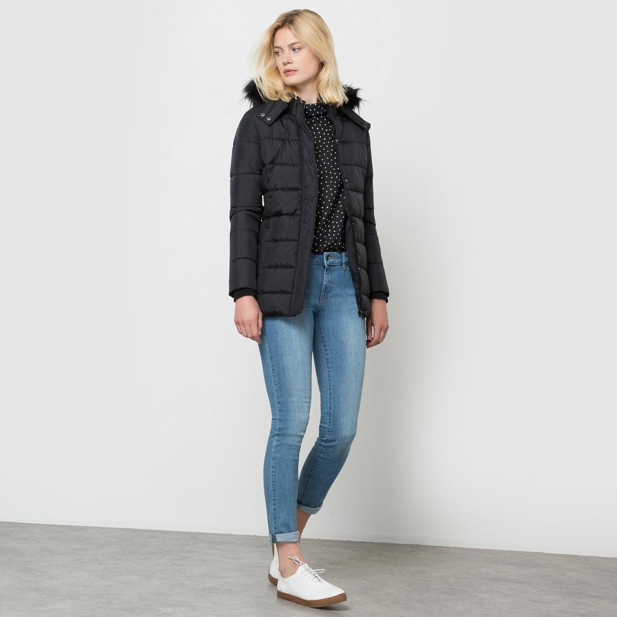 Куртка стёганая с капюшоном, CASPIКуртка CASPI от KAPORAL. Стеганая куртка. Капюшон с опушкой из искусственного меха. Эластичный пояс.Состав и описаниеМарка :  KAPORALМодель : CASPIМатериалы : 100% полиэстера<br><br>Цвет: черный<br>Размер: M