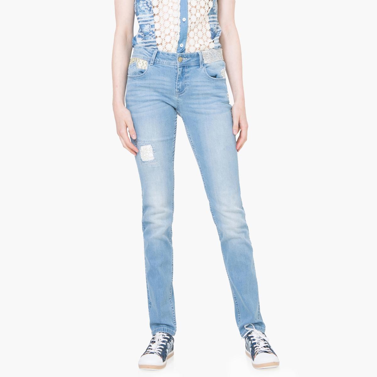 Джинсы зауженныеМатериал: 99% хлопка, 1% эластана. Высота пояса:стандартная.Покрой джинсов: узкие джинсы.Длина джинсов: длина 32.Особенность материала: с эффектом потертости.<br><br>Цвет: голубой потертый<br>Размер: 33 (US) - 48/50 (RUS).31 (US) - 46/48 (RUS).27 (US) - 42/44 (RUS)