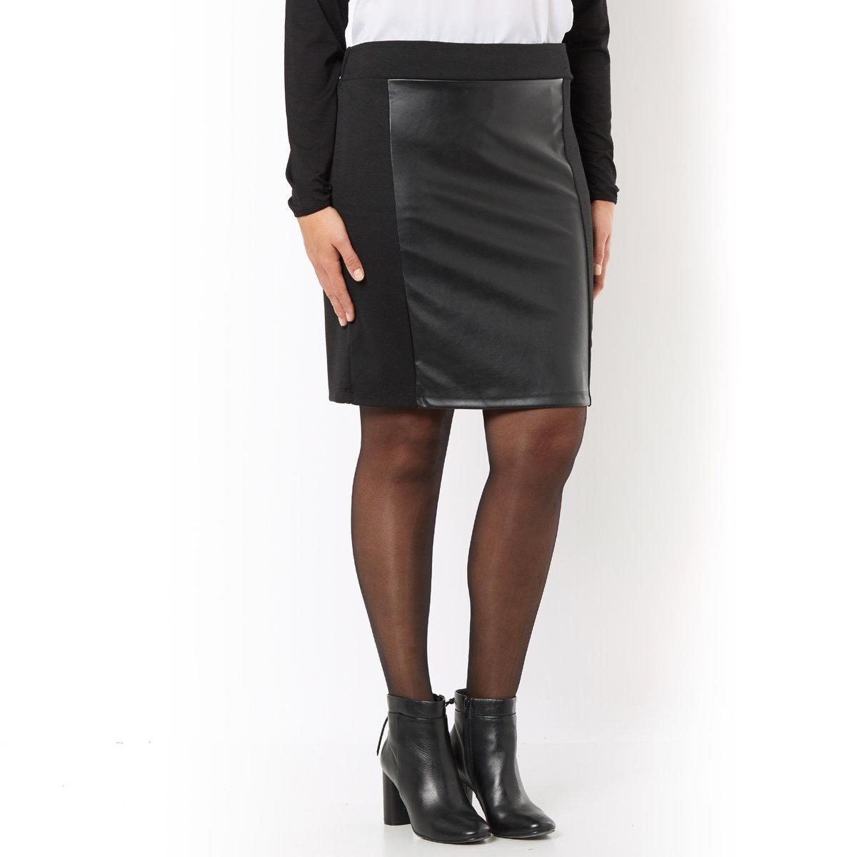 Юбка прямая из трикотажаПрямая юбка из трикотажа, вставки с имитацией кожи спереди, 100% вискозы. Эластичный пояс. Трикотаж, 65% вискозы, 30% полиэстера, 5% эластана. Длина 50 см.<br><br>Цвет: черный<br>Размер: 58 (FR) - 64 (RUS)