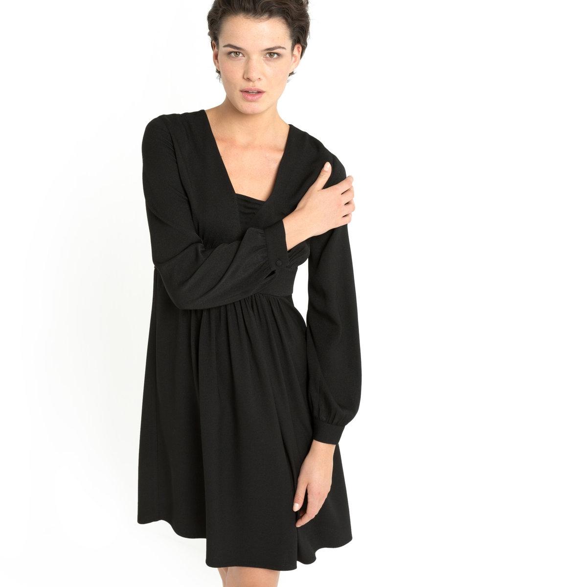 Платье красноеСтруящееся платье для ещё более женственного образаПлатье из 100% вискозы. Сборка внизу рукава. Пояс на талии, сборки под грудью и на груди. V-образный вырез. Длина. 98 см.<br><br>Цвет: черный<br>Размер: 40 (FR) - 46 (RUS)