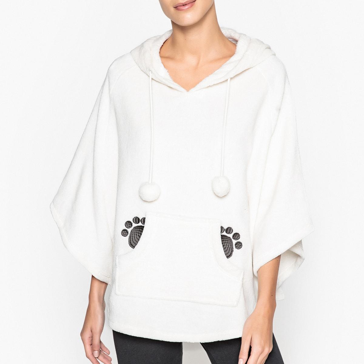 Пончо из флисаПончо в этом сезоне в почете и это очень кстати, так как у Вас есть возможность закутаться в это красивое пончо с капюшоном панда, карманом и помпонами!Состав и описаниеПончо с карманом спереди. Капюшон с ушками. Завязки с помпонамиМатериал : 100% полиэстерРазмеры : 70 смУход : Стирать с вещами схожих цветов..Стирать и сушить с изнаночной стороны<br><br>Цвет: белый