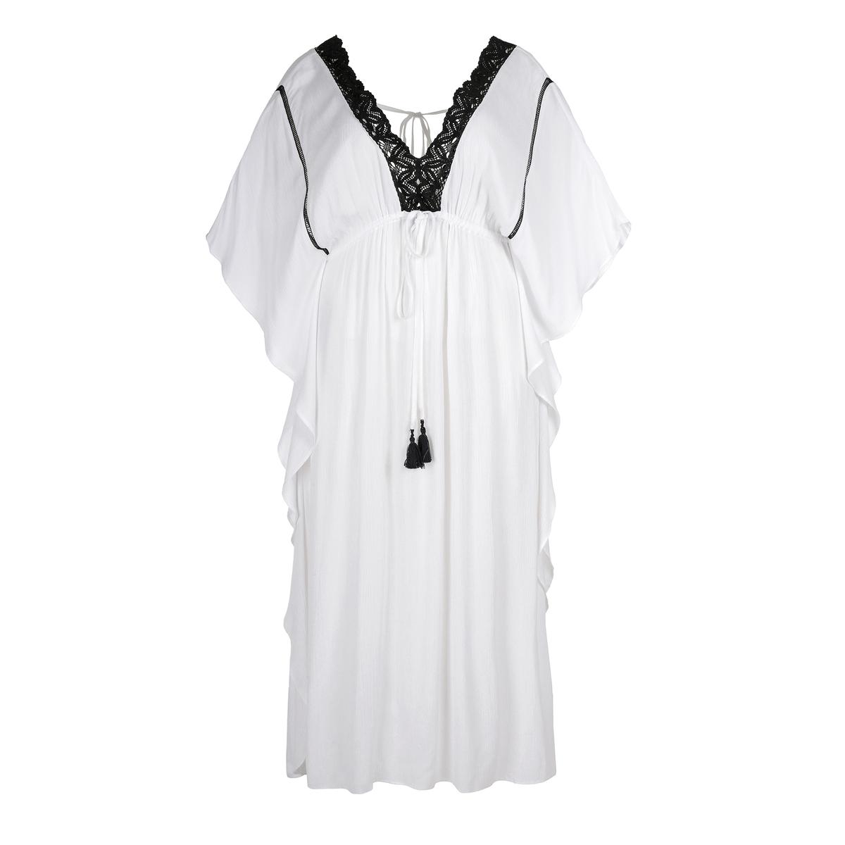 ПлатьеПлатье-макси MAT FASHION. Струящийся покрой с воланами по бокам. V-образный вырез с отделкой кружевом черного цвета. Пояс с завязками с бахромой. 100% ткань район<br><br>Цвет: белый<br>Размер: 44/48