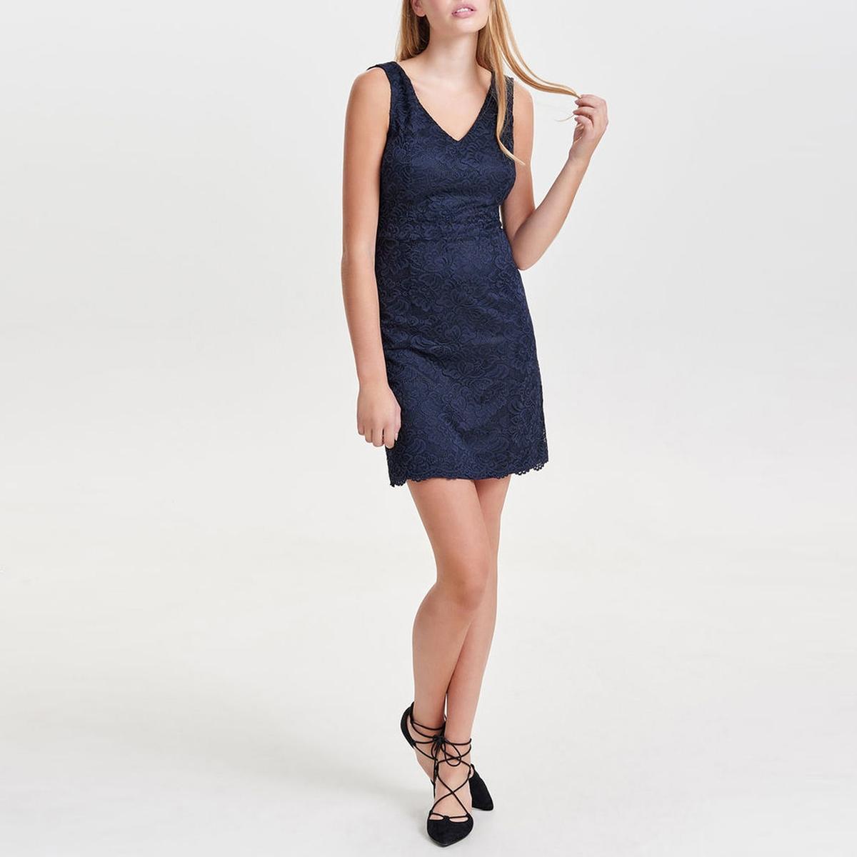 Платье из кружева Bobbieкружевное платье. Без рукавов.  V-образное декольте спереди, глубокий V-образный вырез сзади . Приталенный покрой. Скрытая застежка на молнию сзади. Разрез до пояса. Волнистый низ. На подкладке.  Состав и описаниеМатериал : 70% полиэстера, 25% вискозы, 5% эластанаМарка : Only.Модель : Bobbie CrochetУход:Просьба руководствоваться советами по уходу, указанными на этикетке товара  .<br><br>Цвет: темно-синий,черный<br>Размер: 40 (FR) - 46 (RUS).38 (FR) - 44 (RUS).40 (FR) - 46 (RUS).38 (FR) - 44 (RUS)
