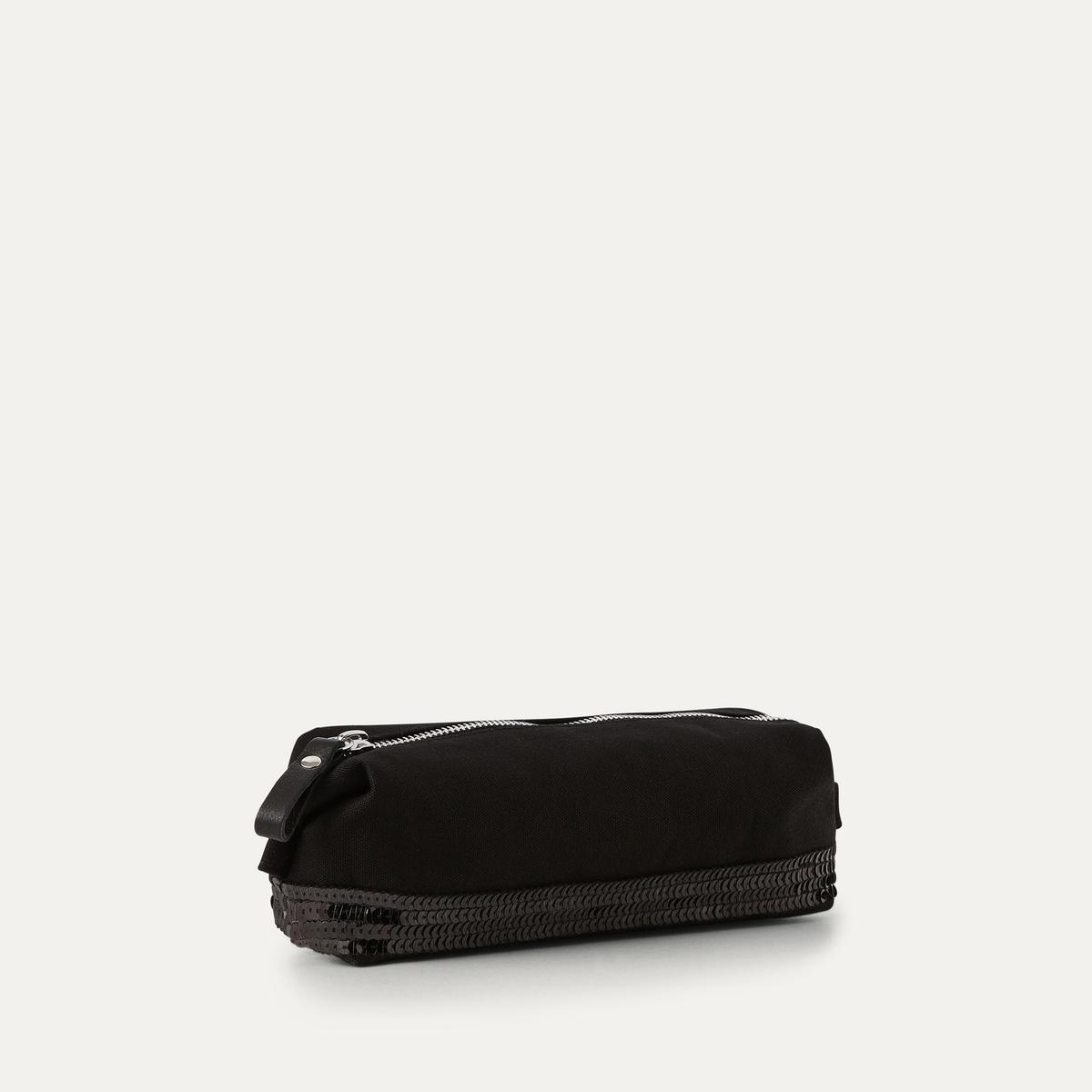 Пенал школьный из парусины с блесткамиШкольный пенал ATHE VANESSA BRUNO - из 100% хлопка с блестками. Блестки по низу сумки. Застежка на молнию с клапаном.Состав и описание :Материал : 100% хлопокРазмеры : Ш. 23 x В. 9 x Г. 6,5 см<br><br>Цвет: черный