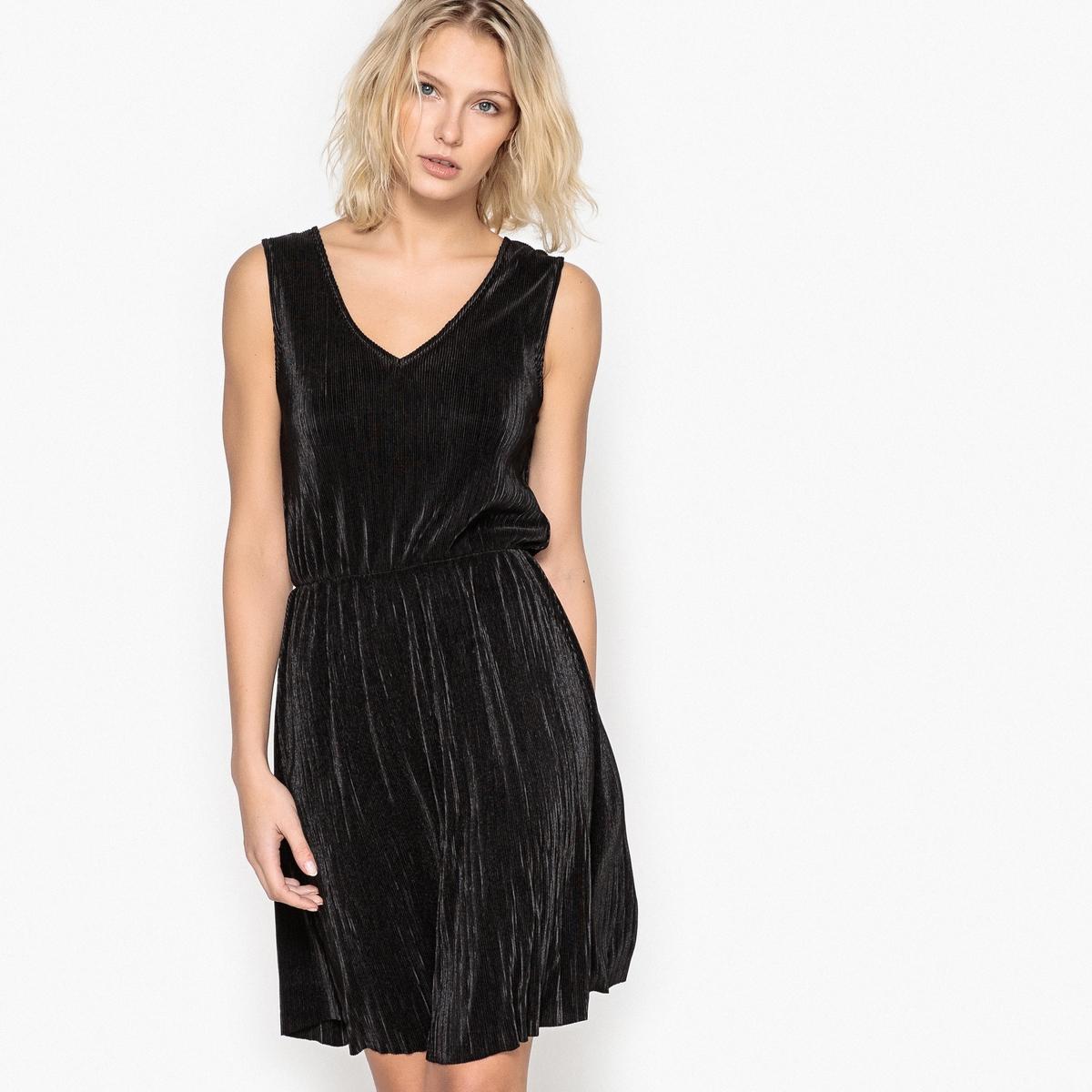 Plisowana sukienka, dekolt w serek, bez rękawów
