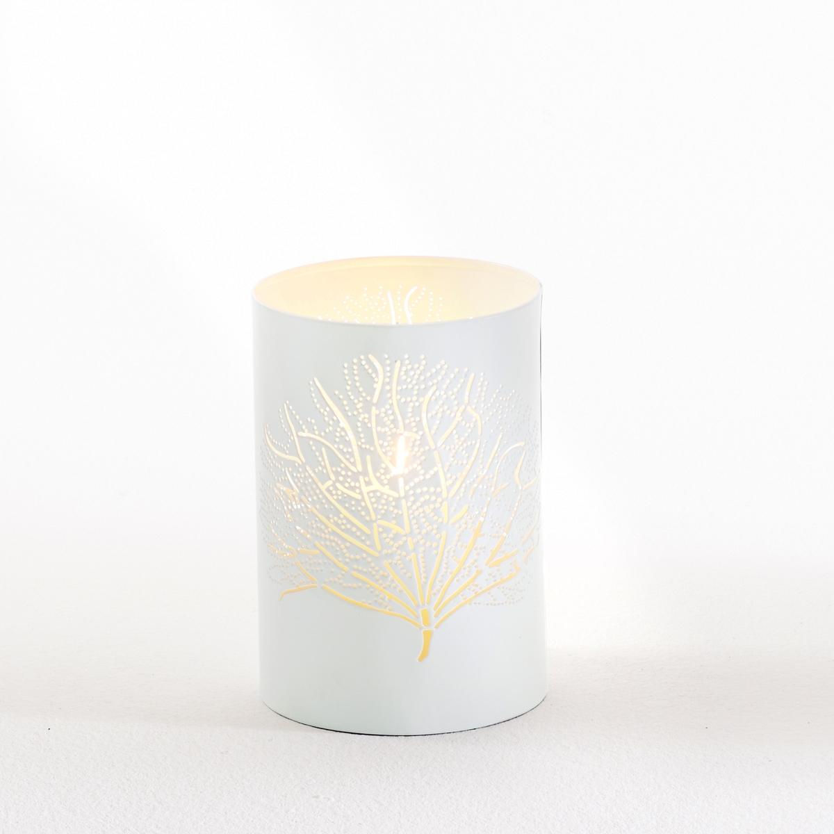 Подсвечник в виде стакана ArbanaПодсвечник в виде стакана Arbana из металла с перфорацией в форме листьев Характеристики:Из ажурного металла, покрашенного эпоксидной смолой.Для свечи диаметром 4 см, продаётся отдельно.Откройте коллекцию товаров для декора на сайте laredoute.ru.Размеры:Диаметр: 10 см.Высота: 15 см.<br><br>Цвет: белый